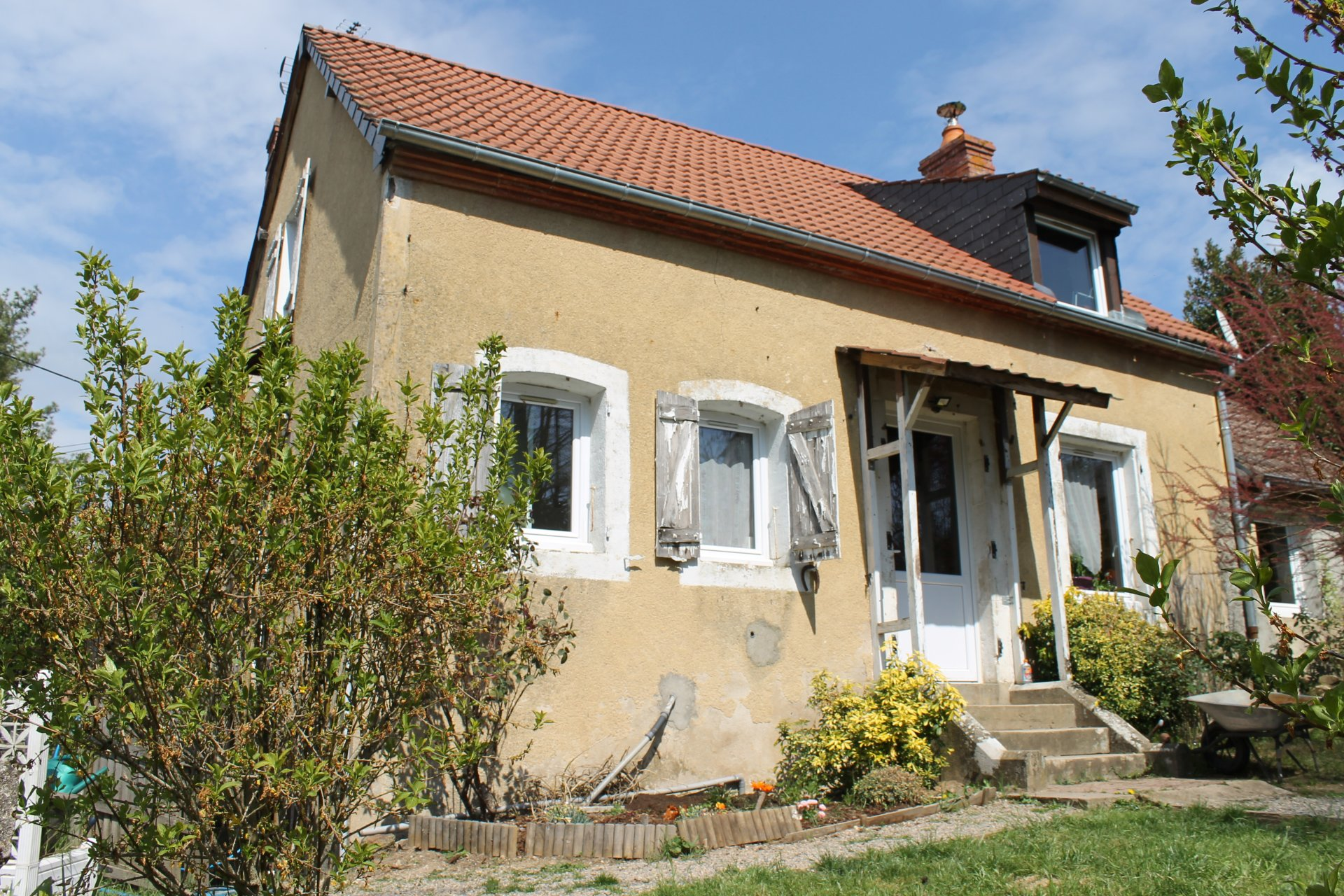 House to renovate for sale in the Morvan, region Burgundy