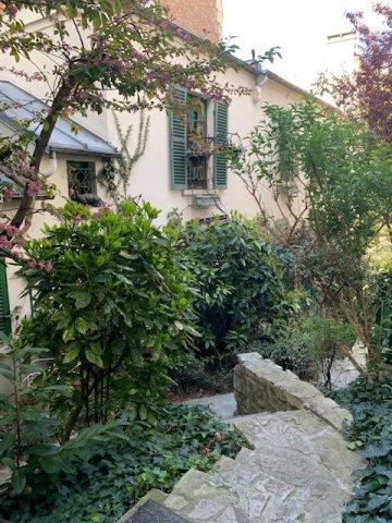 Paris - XVII ème - M° Lamarck - Caulaincourt - STUDIO MEUBLÉ - CADRE VERDOYANT - CALME.