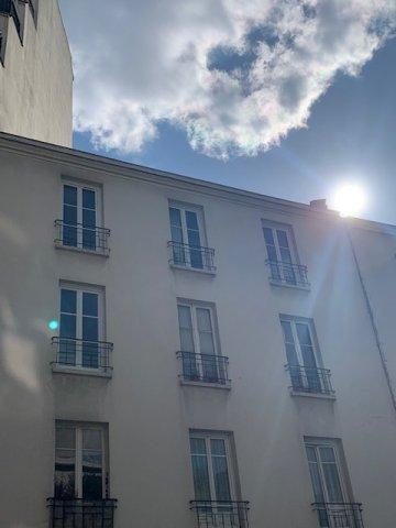 Paris - XVII ème - M° Lamarck - Caulaincourt - STUDIO MEUBLÉ - CADRE VERDOYANT - CALME - ADRESSE RECHERCHÉE.