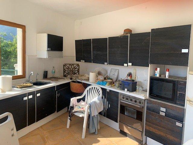 Quartier Riviéra- Villa Individuelle T4 sur 3 niveaux -250m²- Fort potentiel- Piscine- Terrasses- Jardin-1600m²- Vue mer et montagnes- pas de vis-à-vis- Parkings-Garage