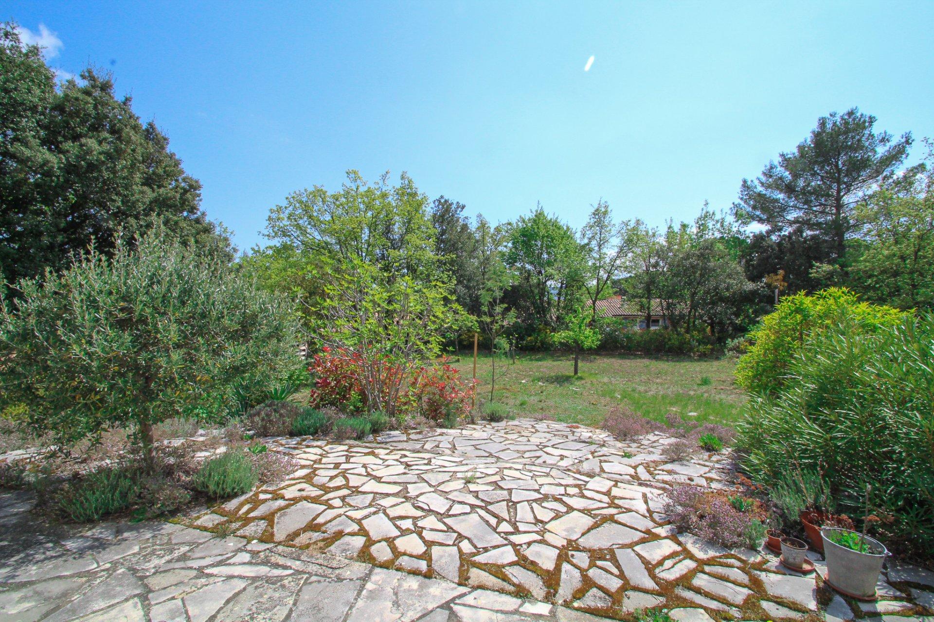 Villa de plain pied dans domaine au calme dans la nature