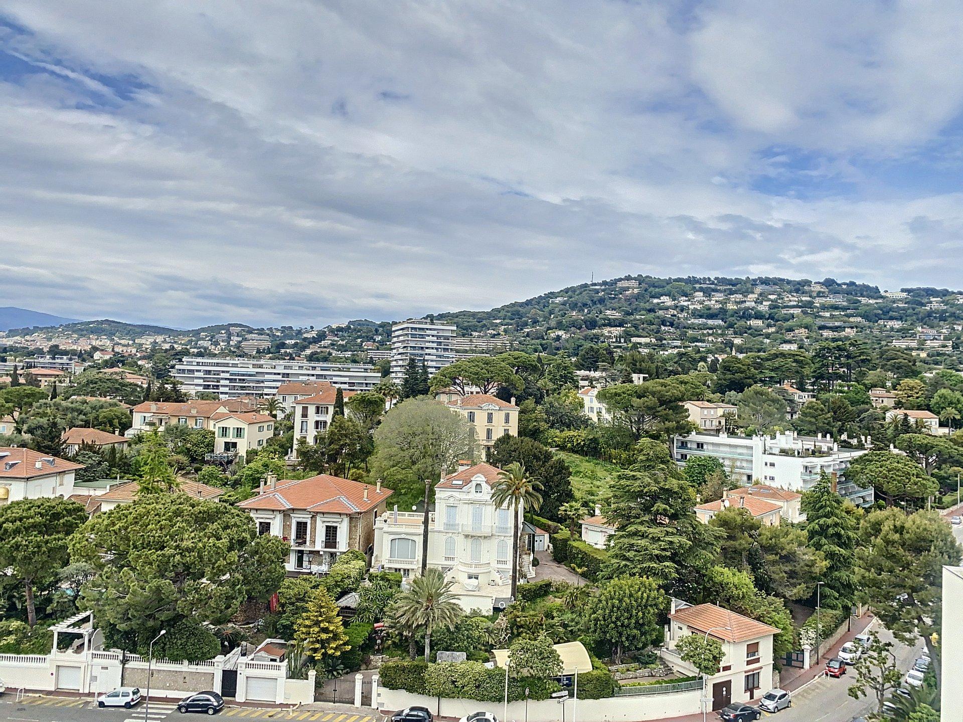 Cannes Montfleury Studio  rénové 23m2 étage élevé