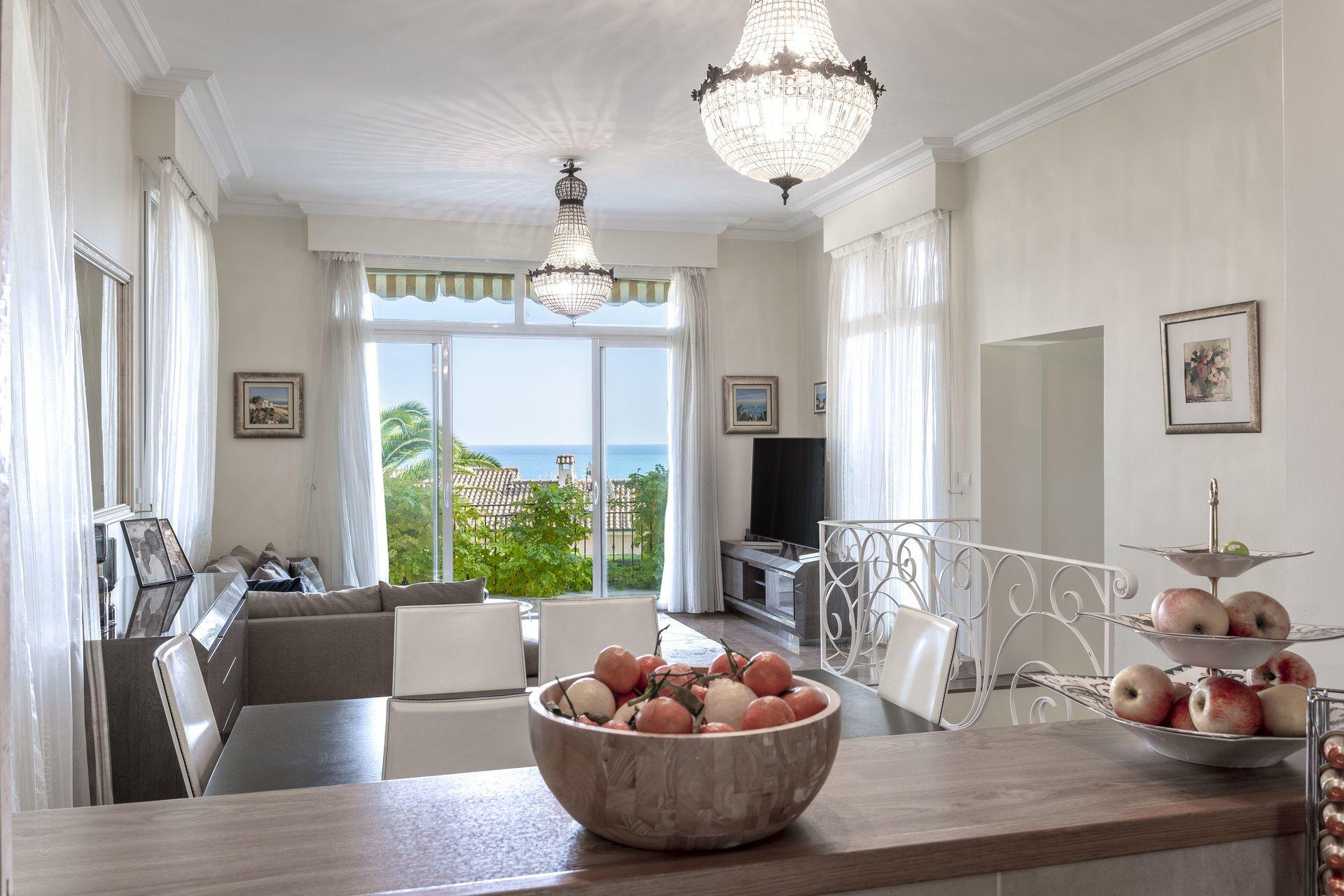 Начало Cap d'Antibes/ Очаровательный дом из камня
