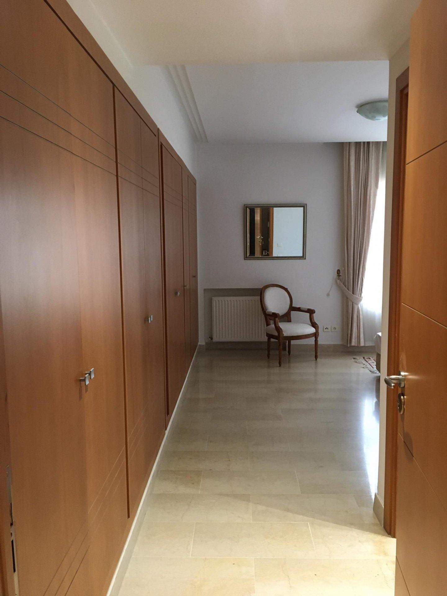 Location Appartement meublé S+3 au Lac 1