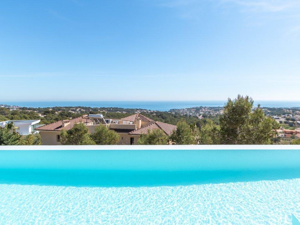 Moderne, opgeleverde villa met indrukwekkend zeezicht