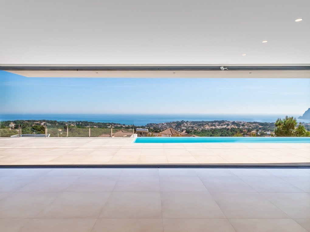 Modern, completed villa with an impressive sea view