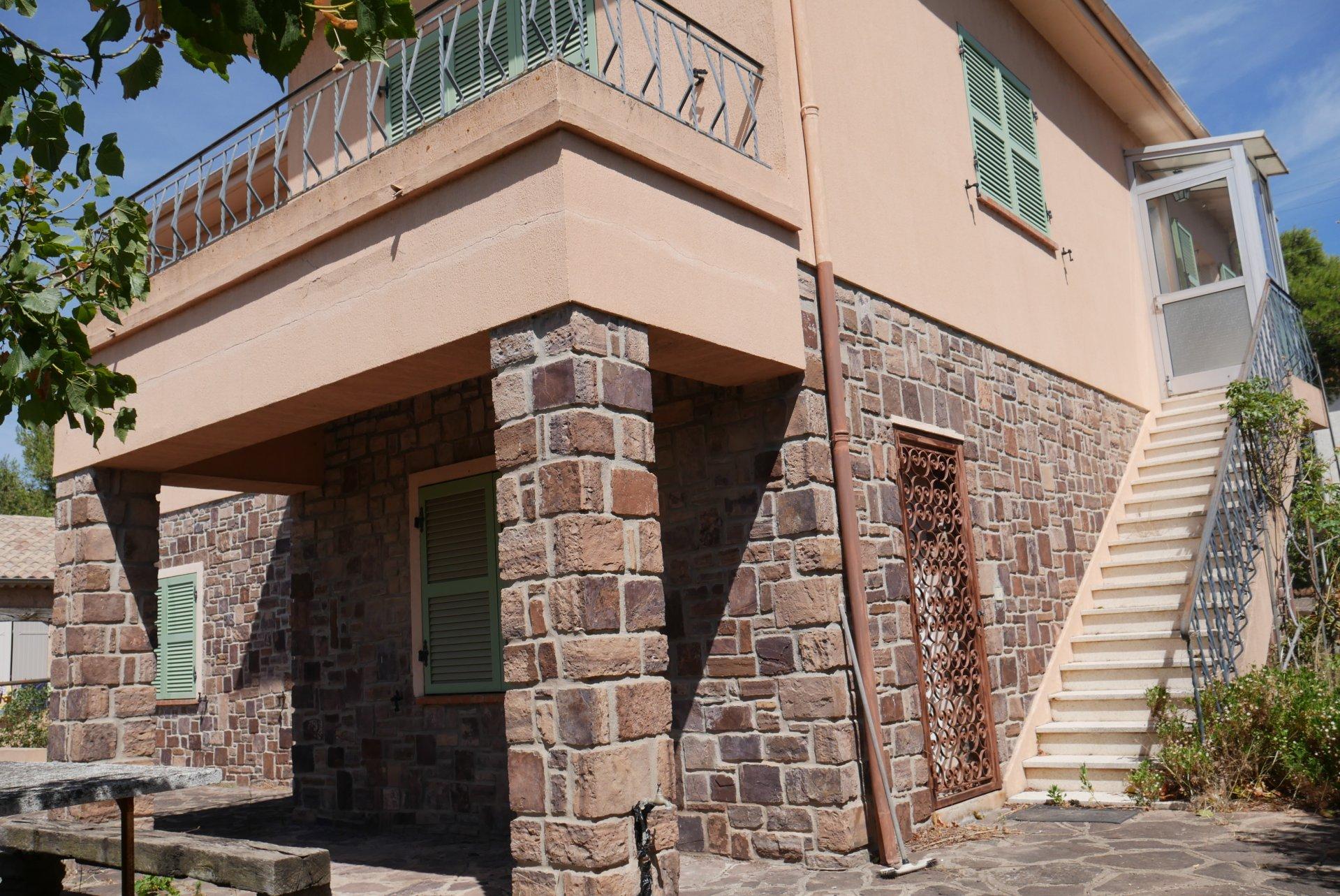 PUGET SUR ARGENS-Maison individuelle de 120 + 100 m² atelier