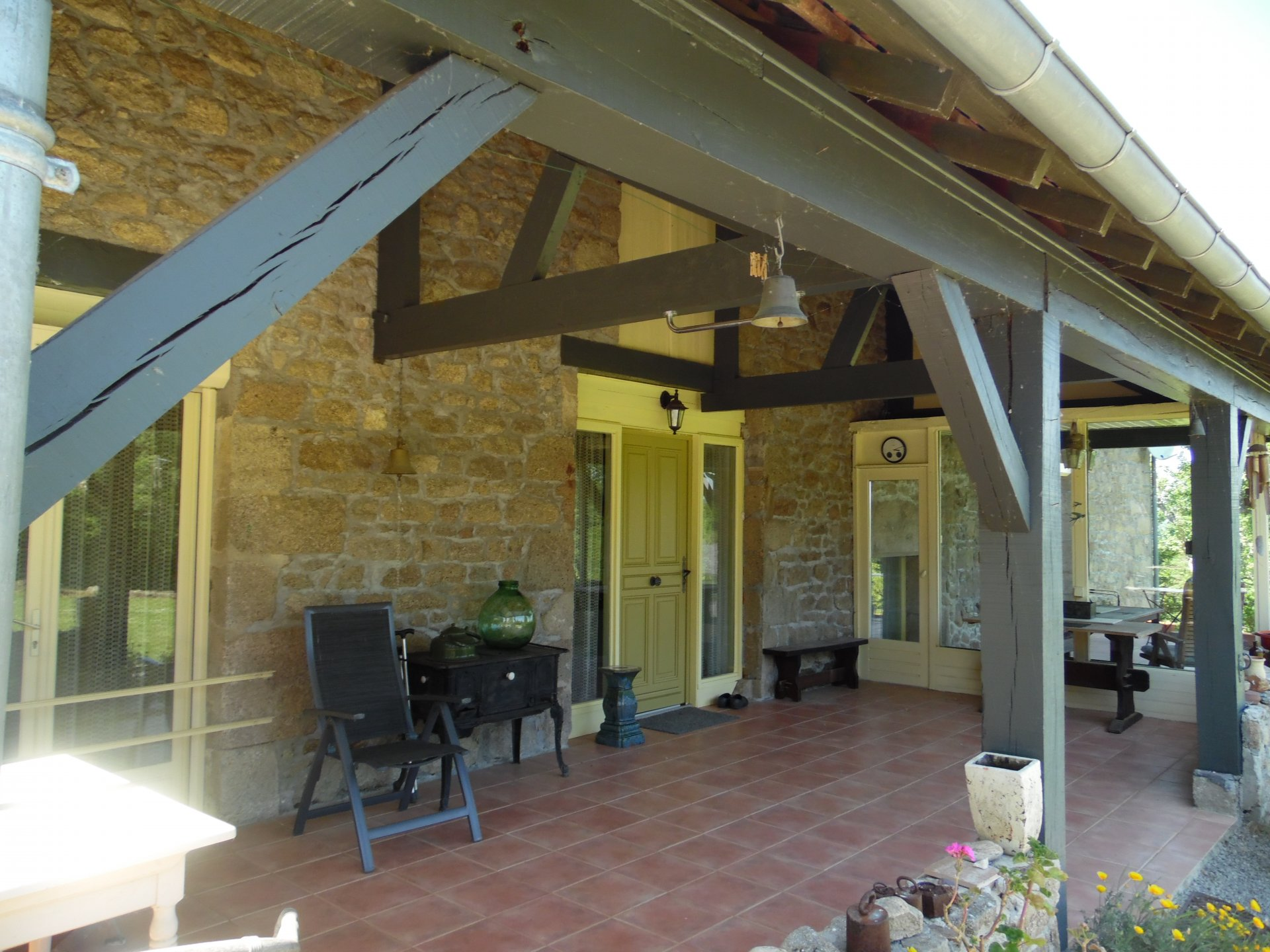 2 huizen met 2 ha. grond te koop in de Creuse bij Aubusson.