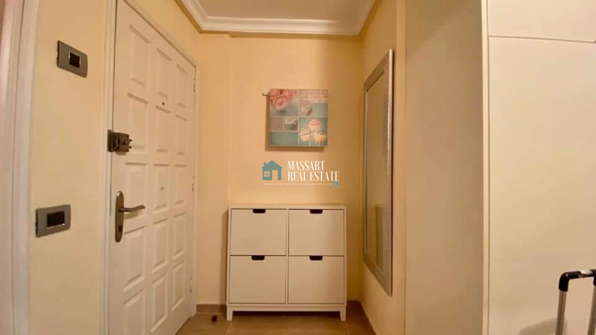 Appartamento recentemente ristrutturato e completamente arredato, situato a Los Cristianos, nel complesso residenziale Cristian Playa.