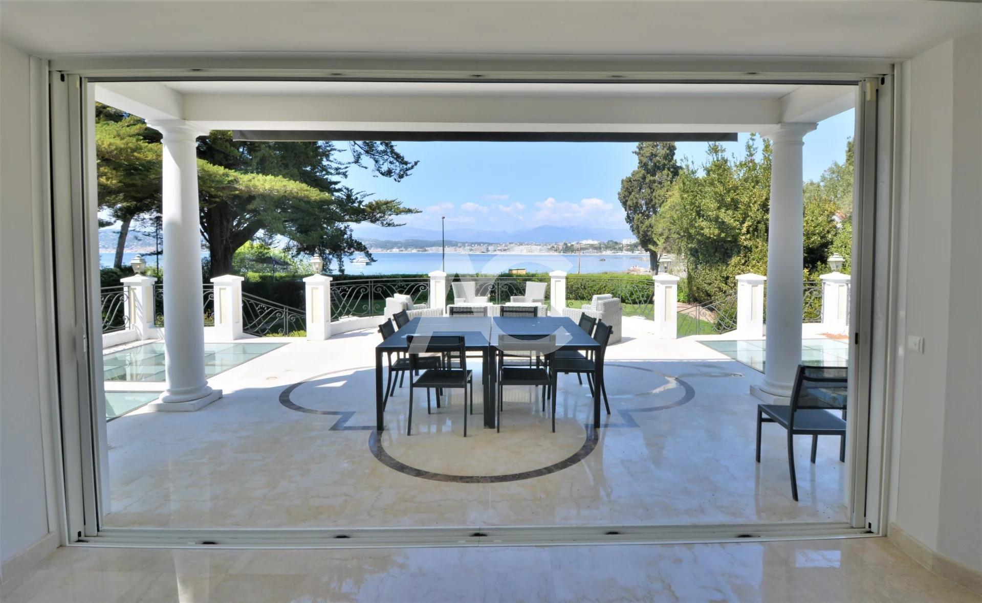 Magnificent waterfront villa