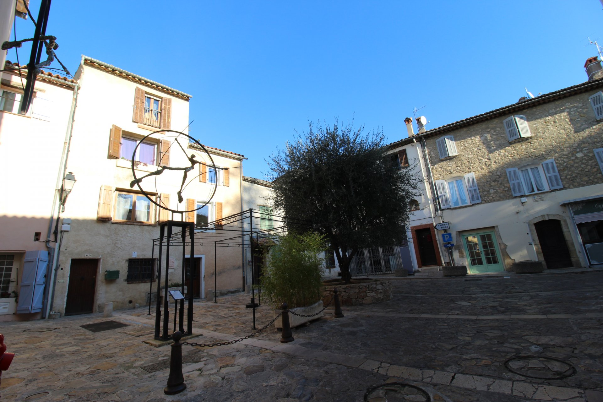 EXCLUSIVELY !! 4 room village house in Tourrettes