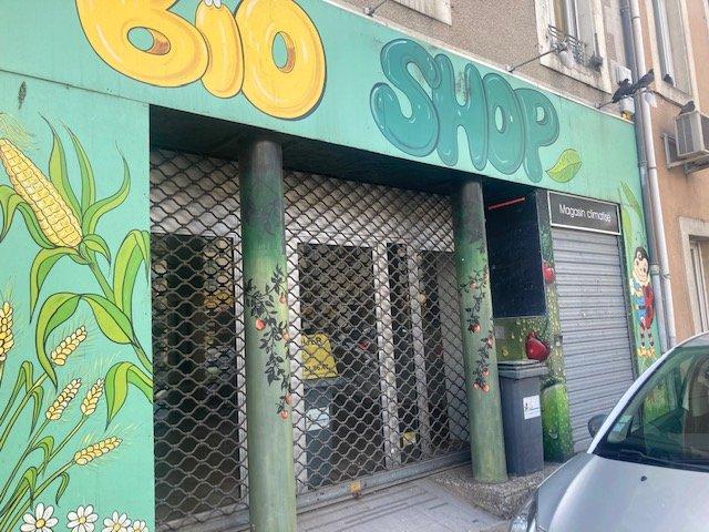 Local commercial avec vitrine