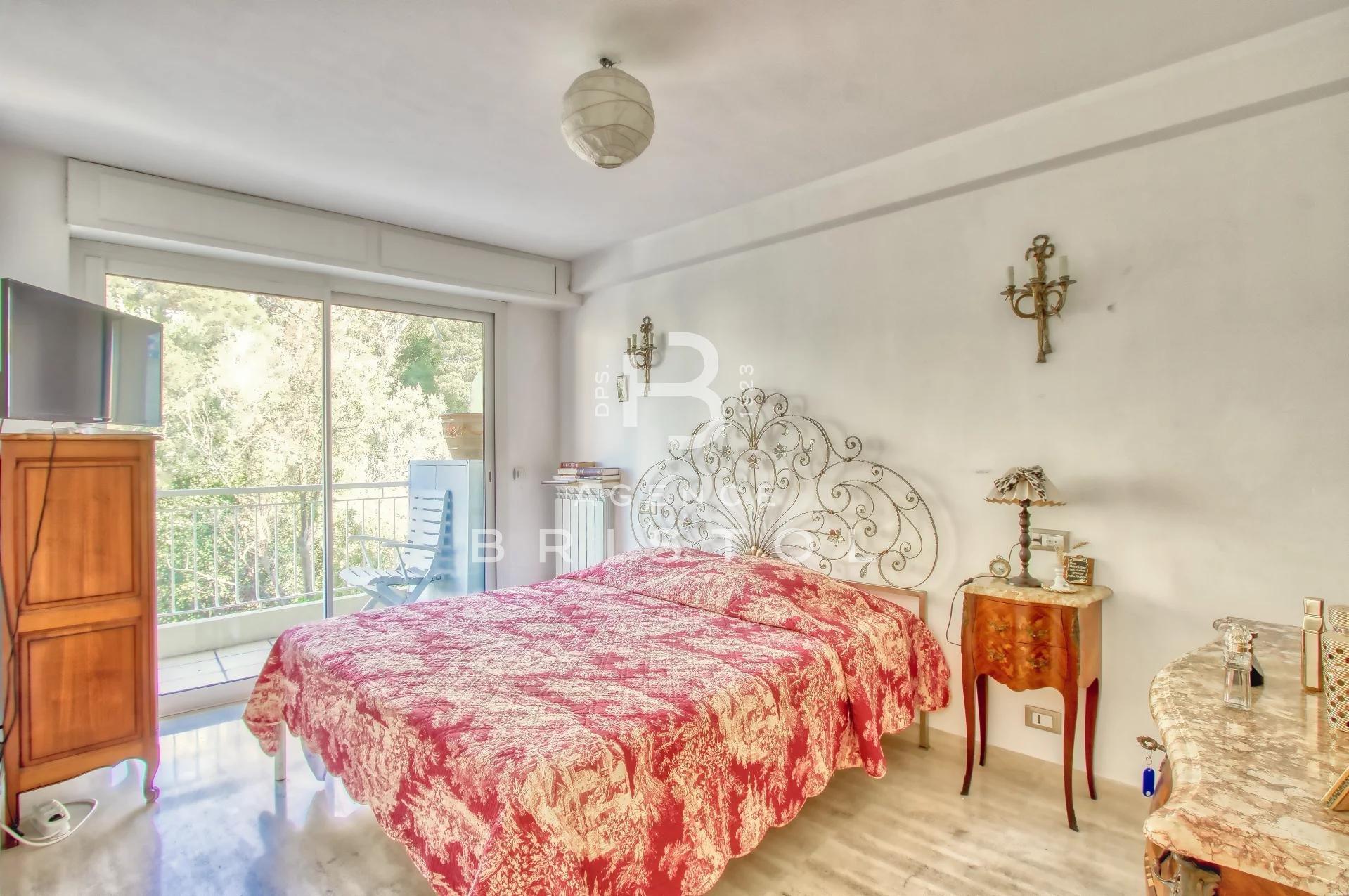 Bel appartement en étage élevé aux portes de Monaco