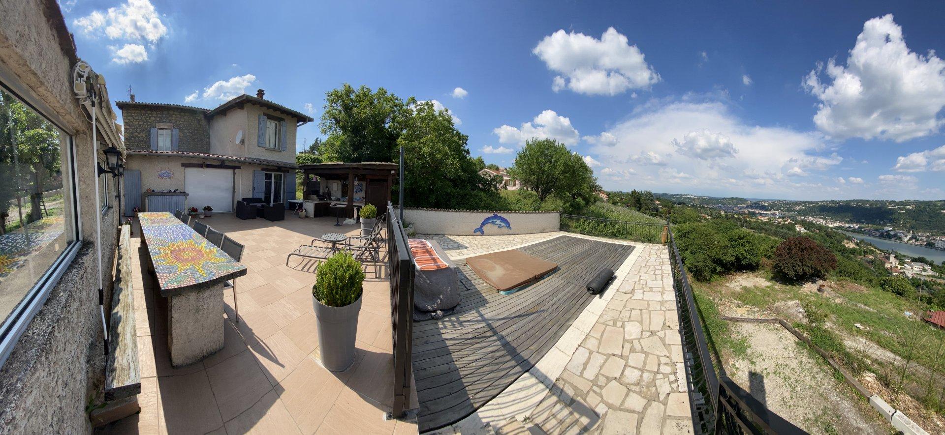 ST CYR SUR LE RHONE – MAISON de 130 m²  avec vue panoramique