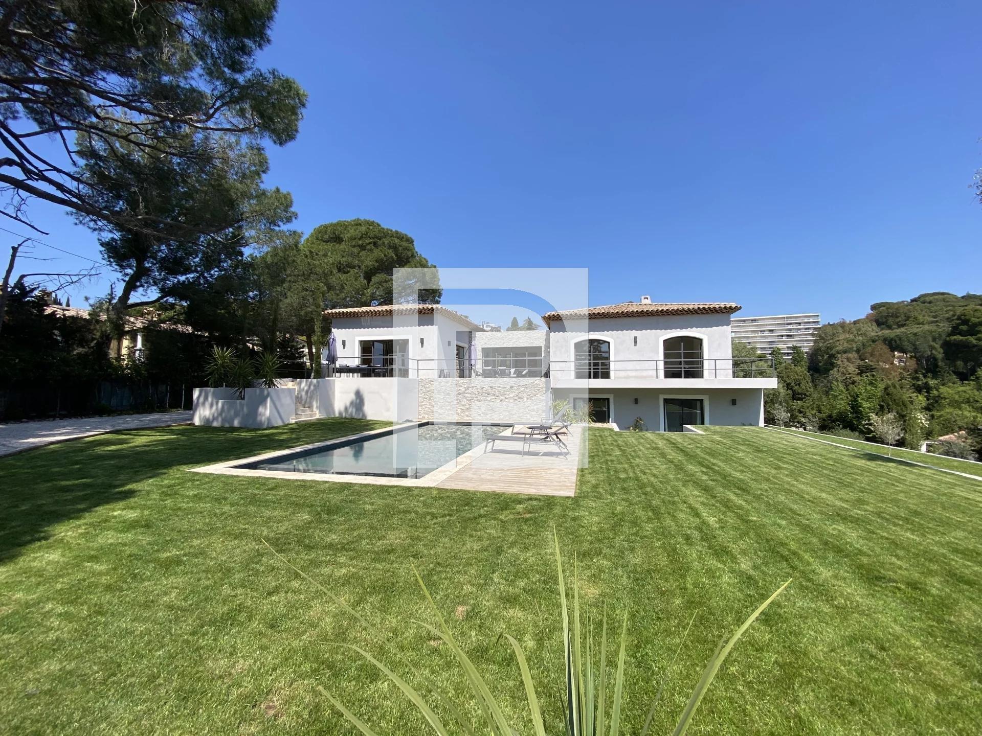 Villa moderne aux prestations de luxe proche du centre