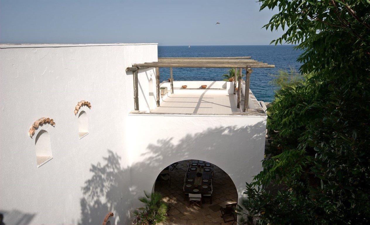 Seafront villa in Castro Marina, 7 bedrooms, annex and garden