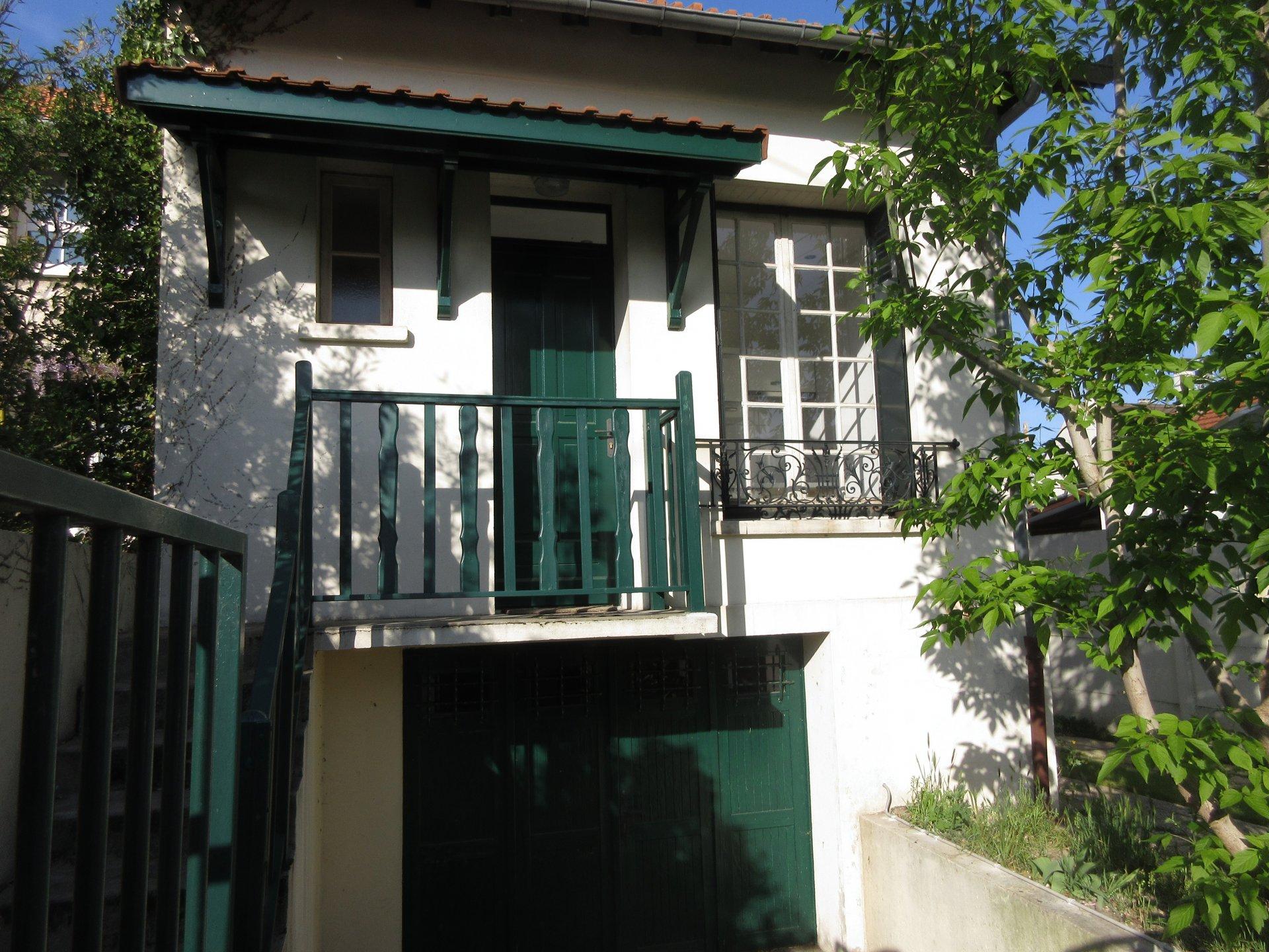 Maison 2 pièces à louer proche de la place du Docteur Roux.