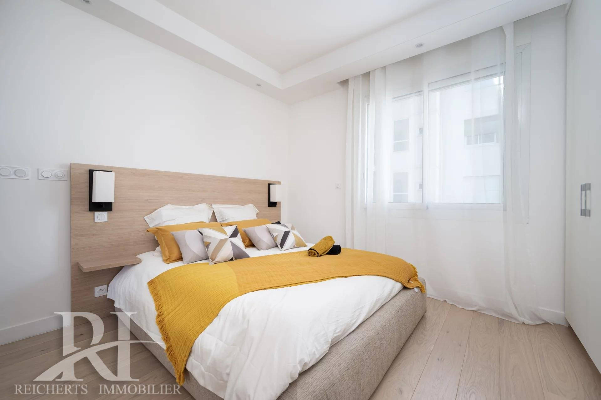 Very nice 1 bedroom Apartment on the Croisette in a beautiful residence of great renown