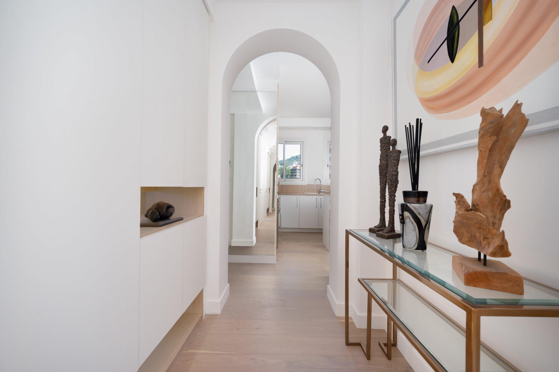 Très  beau 2 pièces  sur la Croisette dans une très belle résidence  de grande renommée