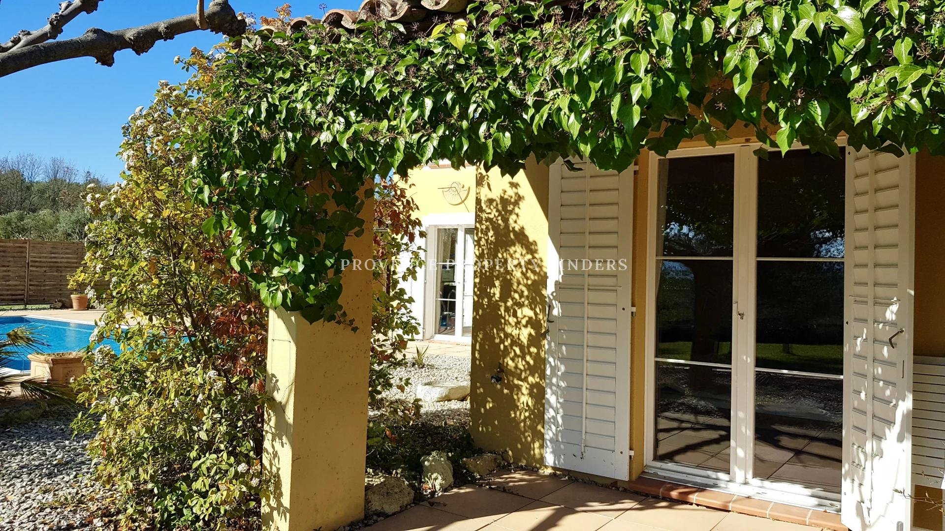Sunny villa in the Provence, possibility to start small b&b.