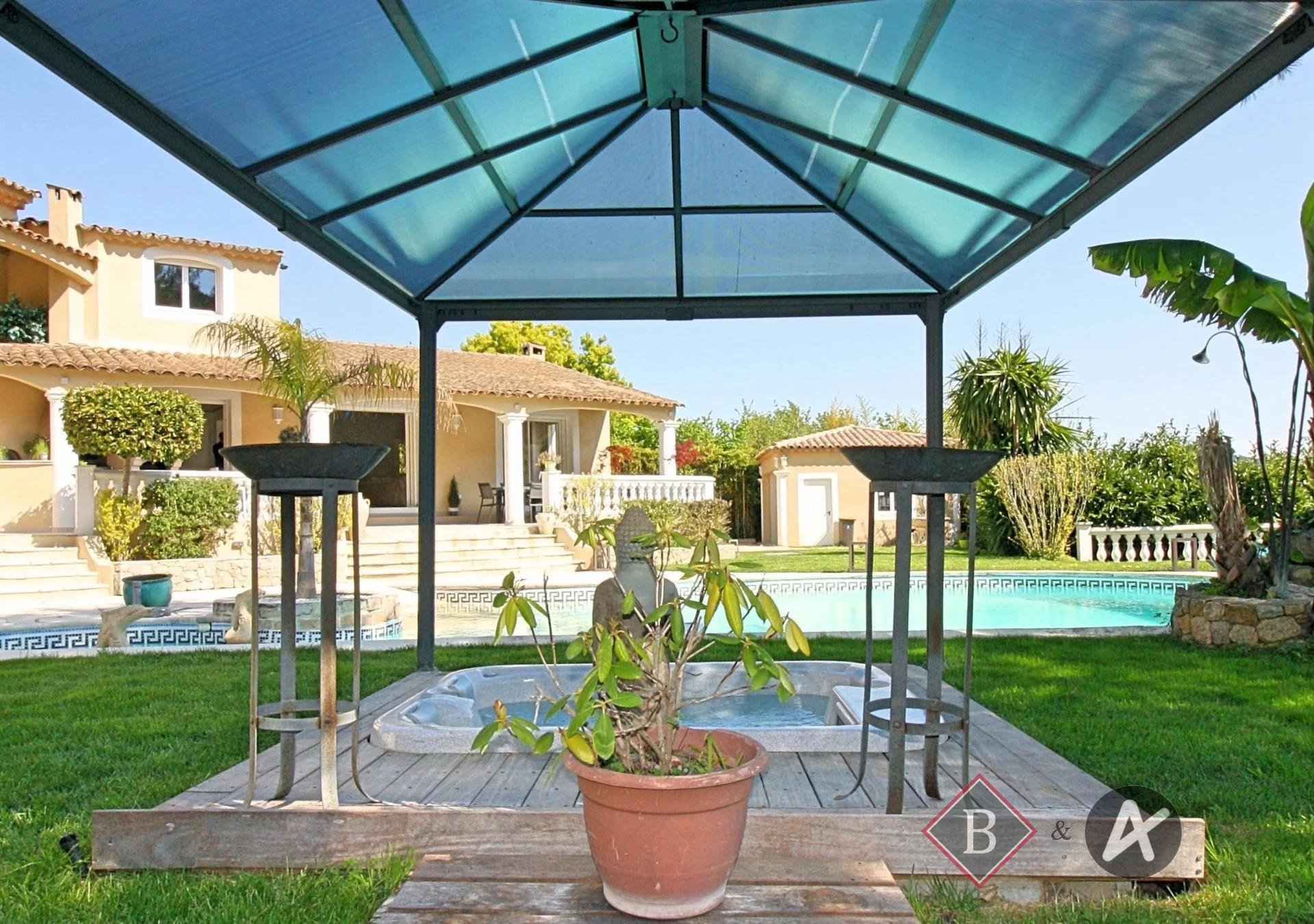 Vallauris - 8 room villa - Unobstructed view - Absolute calm
