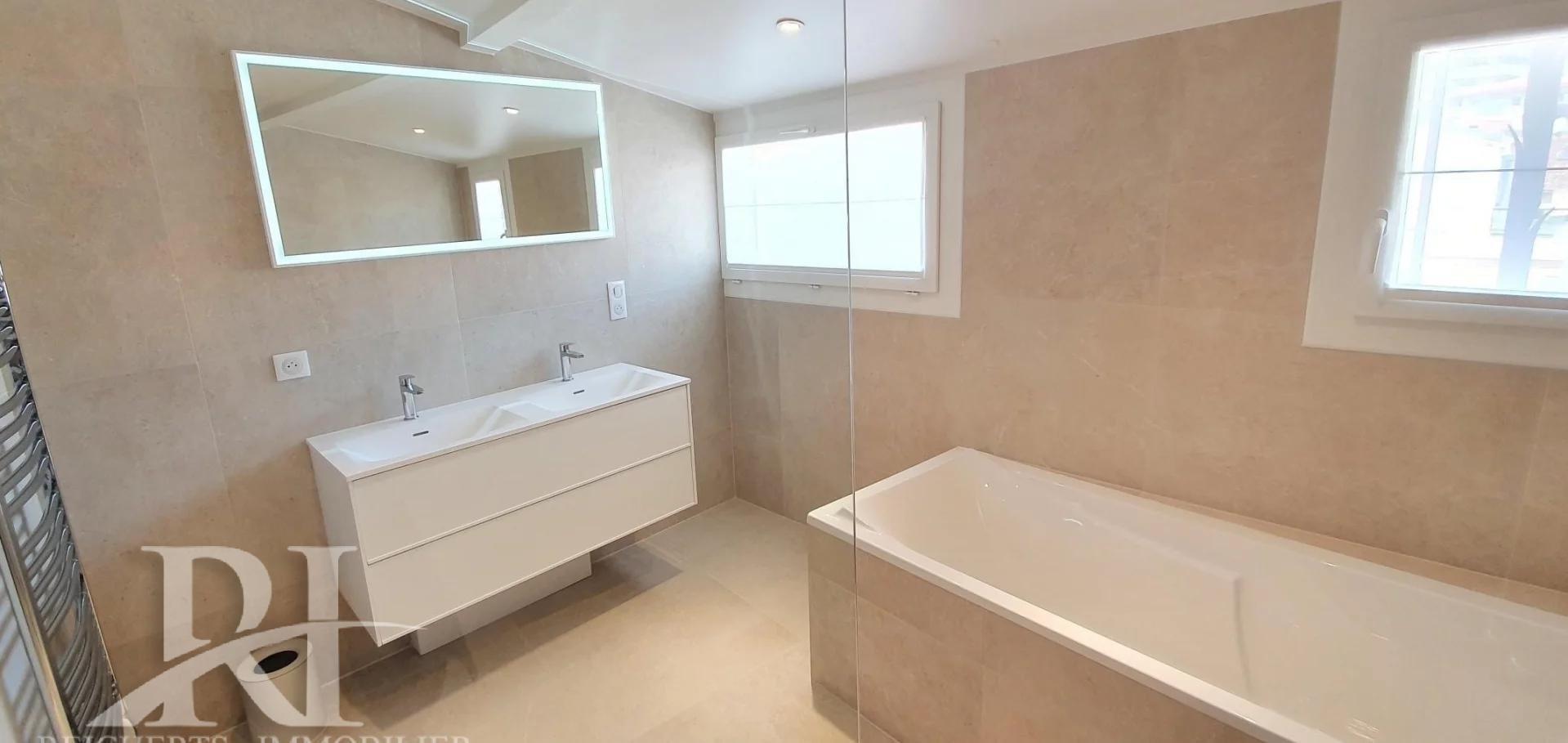 Rare : Cannes Downtown Seafront  3-BR duplex apartment