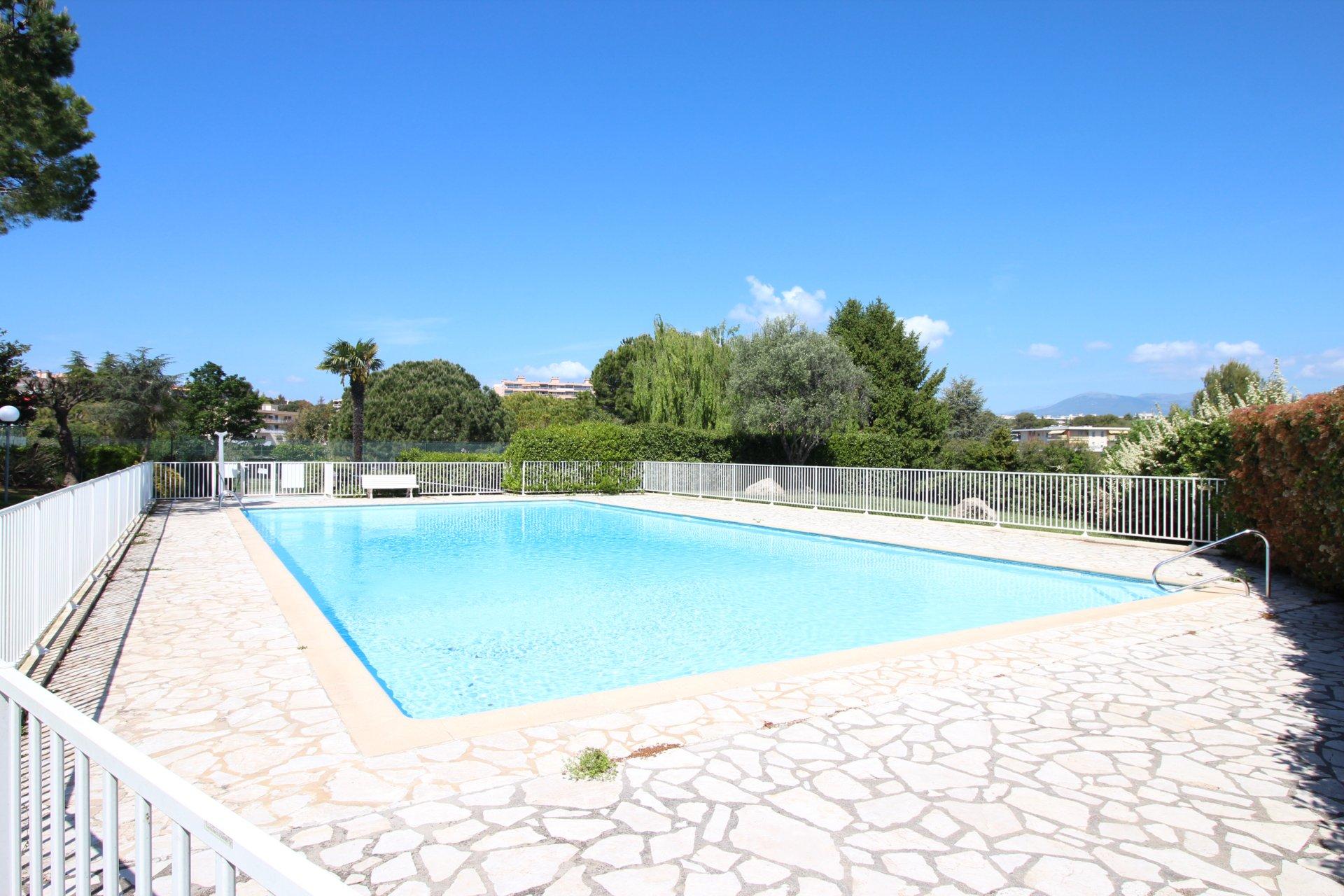 Antibes, Estagnol, 3 pièces traversant, terrasse, parking et cave