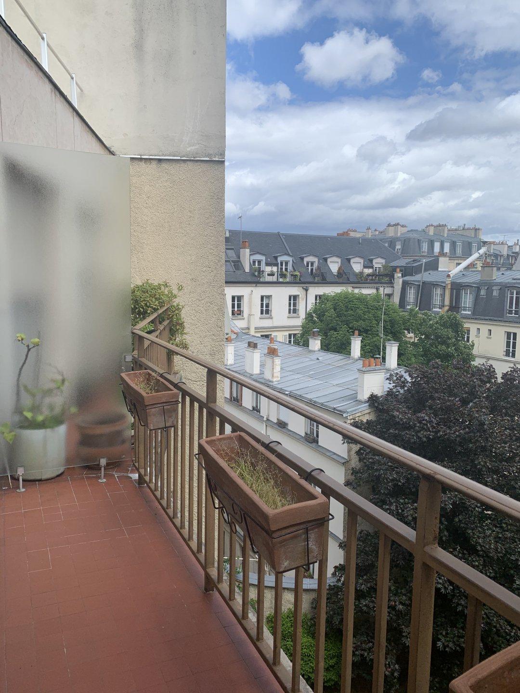 Paris - XV ème - SQUARE ADOPHE ET JEAN CHÉRIOUX / SQUARE DE L'OISEAU LUNAIRE - 2 PIÈCES - À RÉNOVER - DERNIER ÉTAGE - BALCON - SOLEIL - VUE DÉGAGÉE - ENTIÈREMENT SUR JARDIN - CALME ABSOLU.