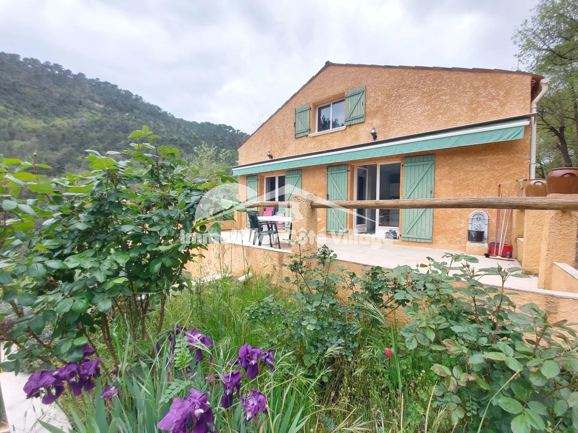 Villa 5 pieces + studio sur 3300m2 de terrain