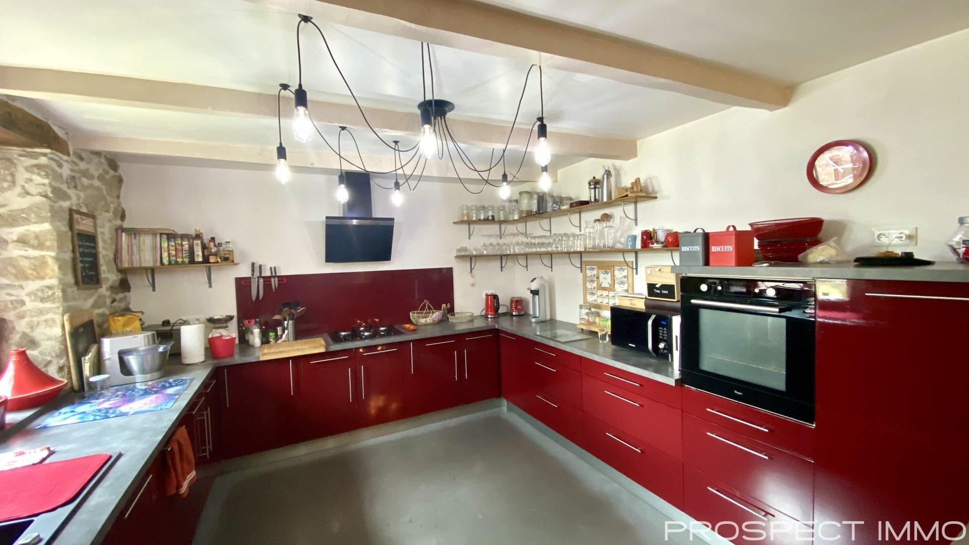 Sale House - Ségur