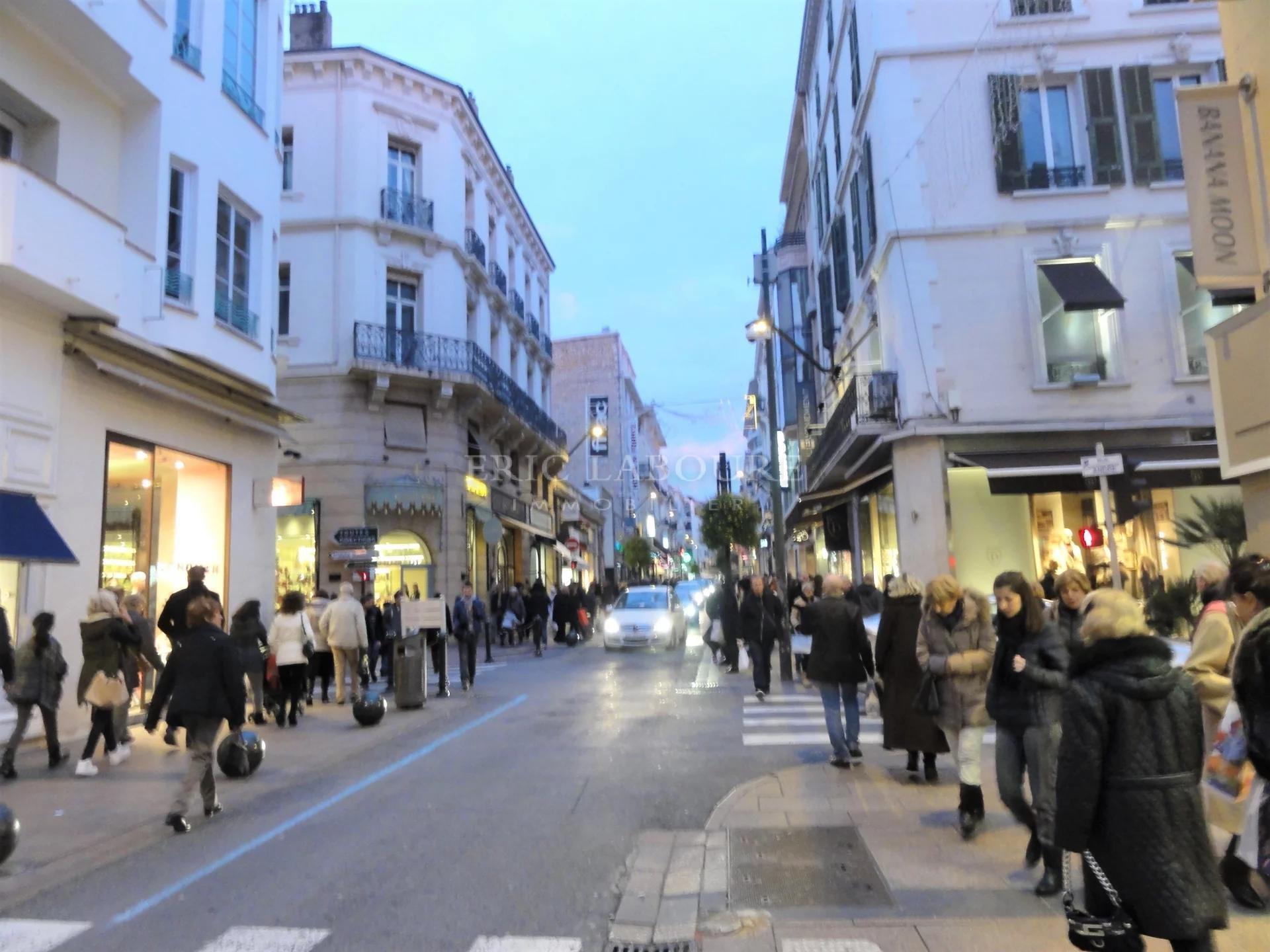 Cannes,rue très commerçante , vente fonds de commerce coiffure