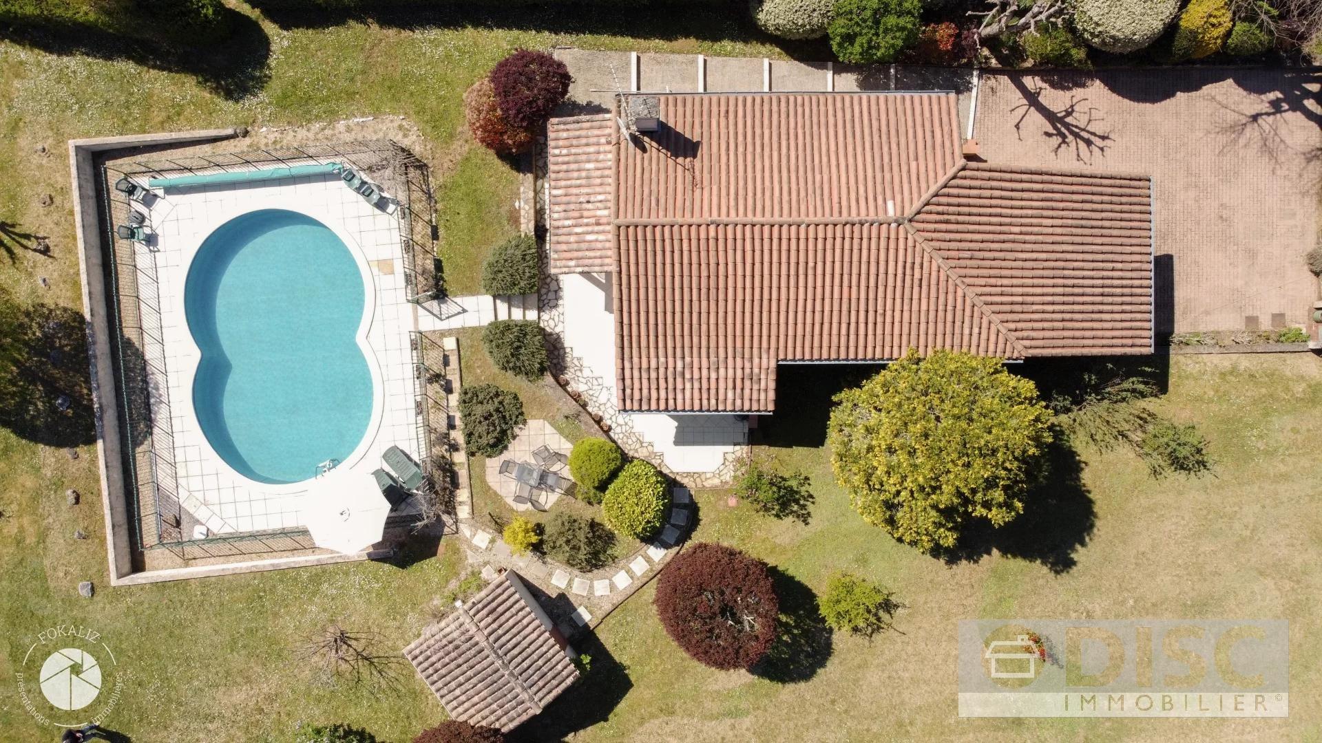 Belle maison avec Jardin et piscine