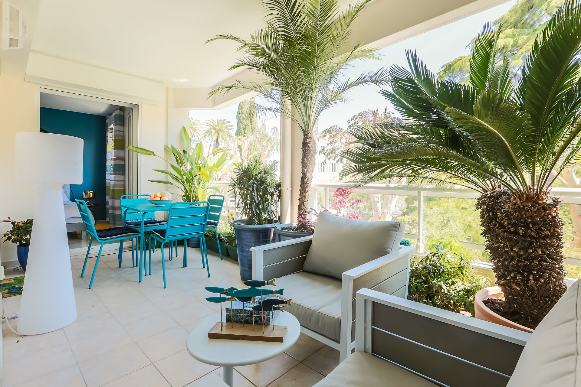 Cannes, limit Banane, one bedroom apartment with terrace and underground garage.