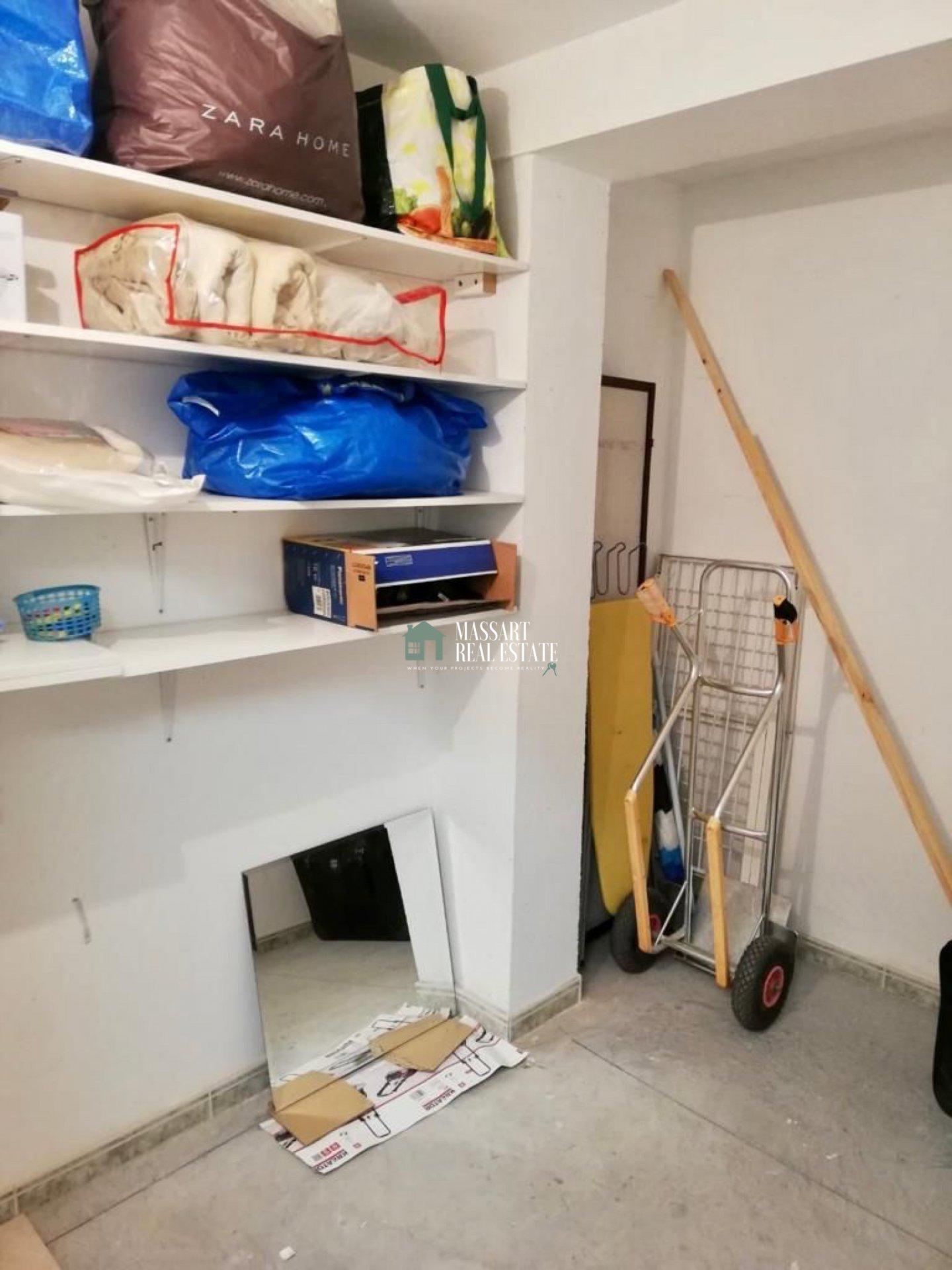 Te huur in de prestigieuze wijk Fañabé, gemeubileerd appartement van 65 m2, gekenmerkt door zijn goede staat van instandhouding.