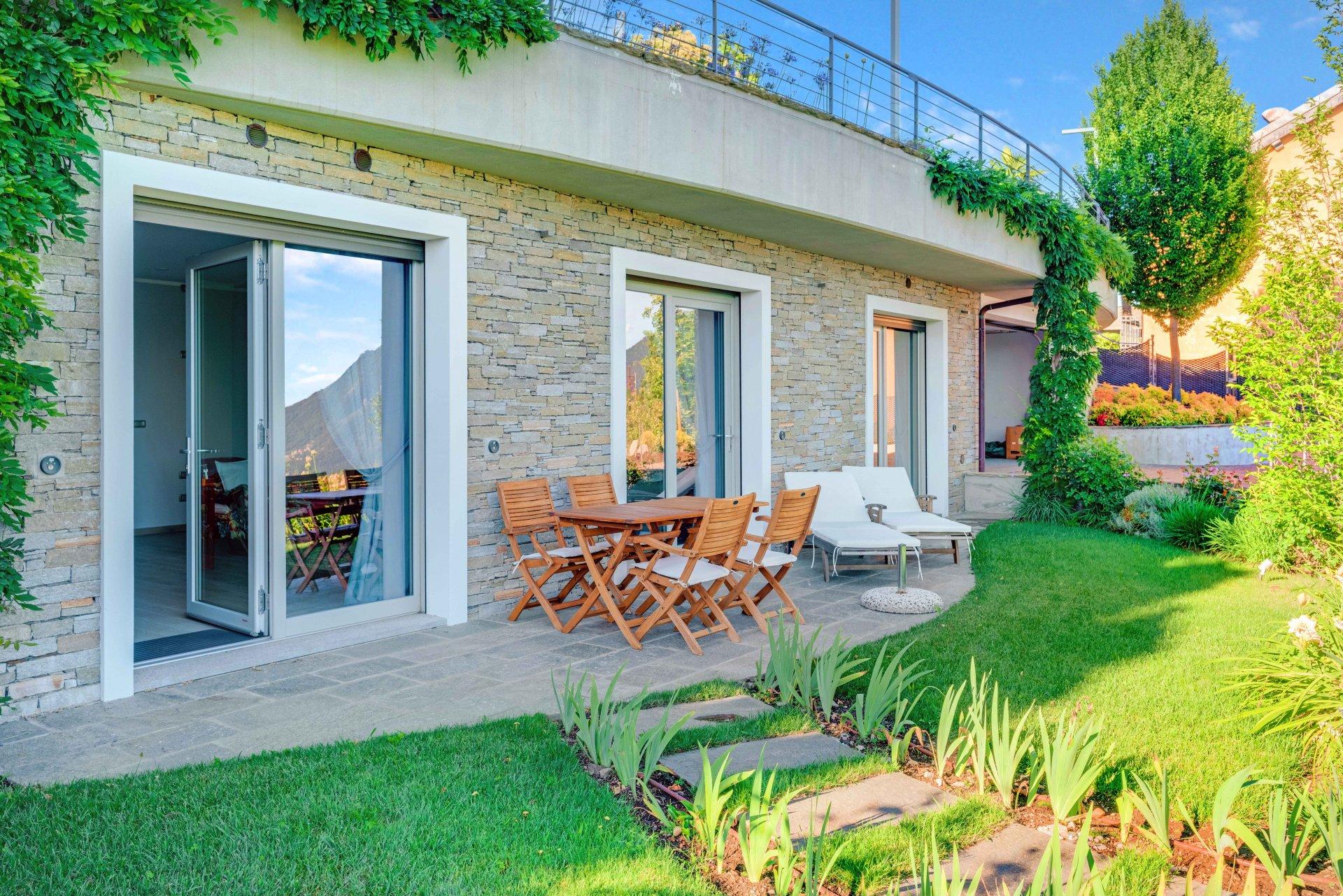 Elegante Villa mit Poolhaus und Pool auf den Hügeln des Lago Maggiore