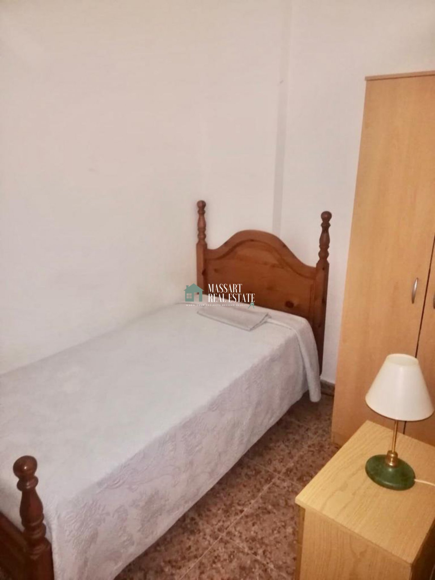 Apartamento funcional totalmente amueblado ubicado en Guaza, en un edificio caracterizado por su tranquilidad.