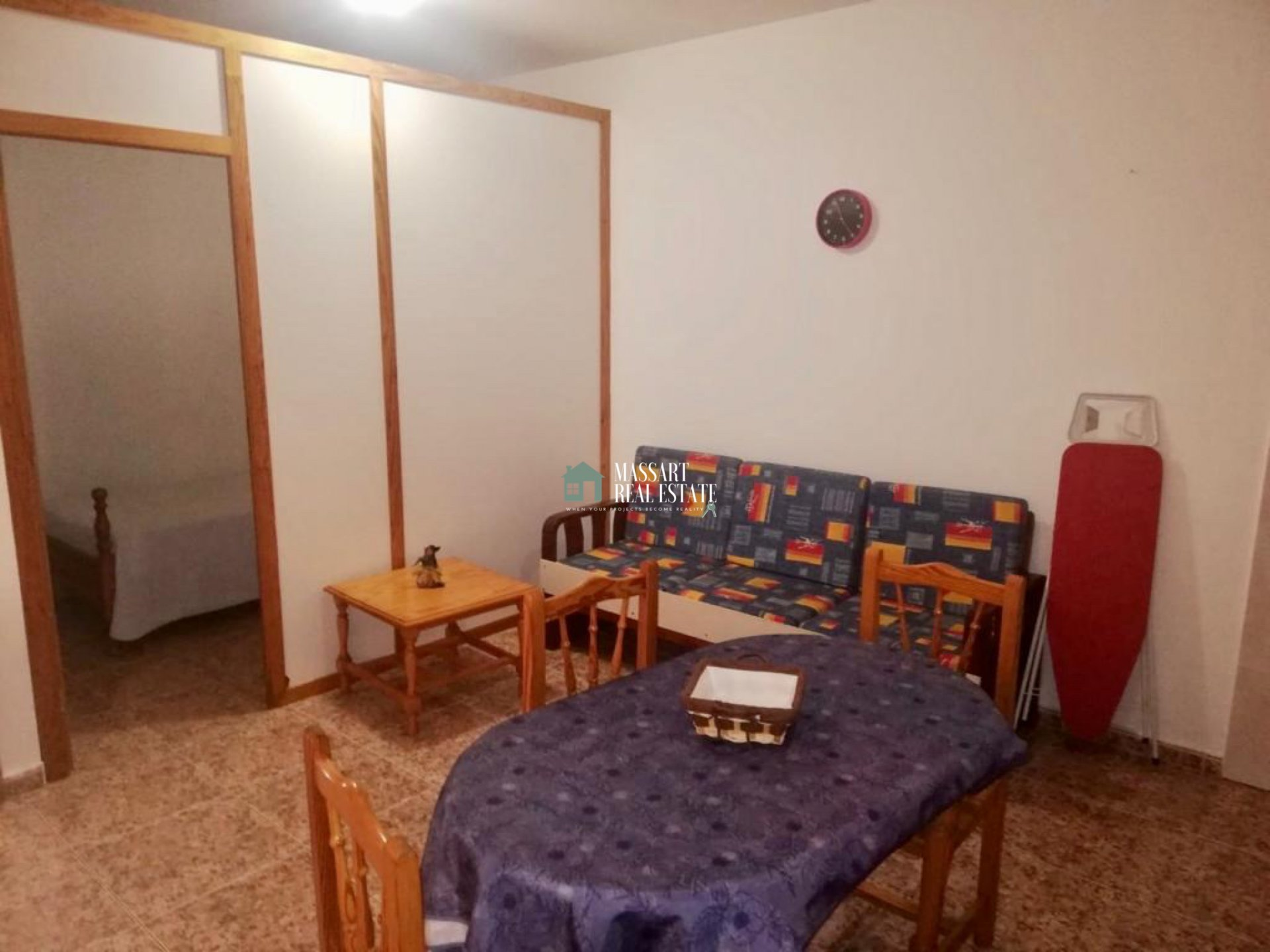 Fully furnished functional apartment located in Guaza, in a building characterized by its tranquility.