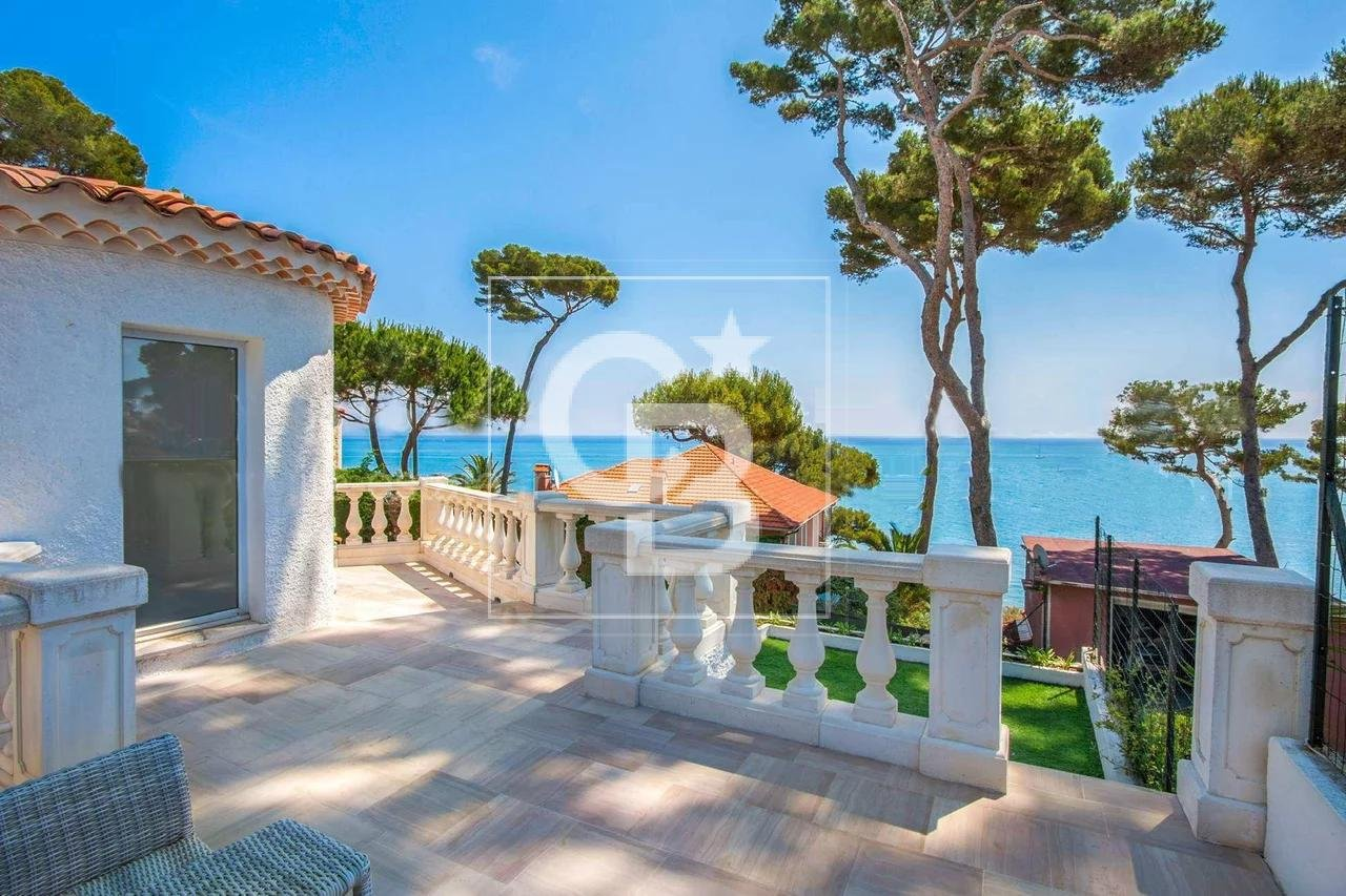 Beautiful villa with sea view on Cap d'Antibes