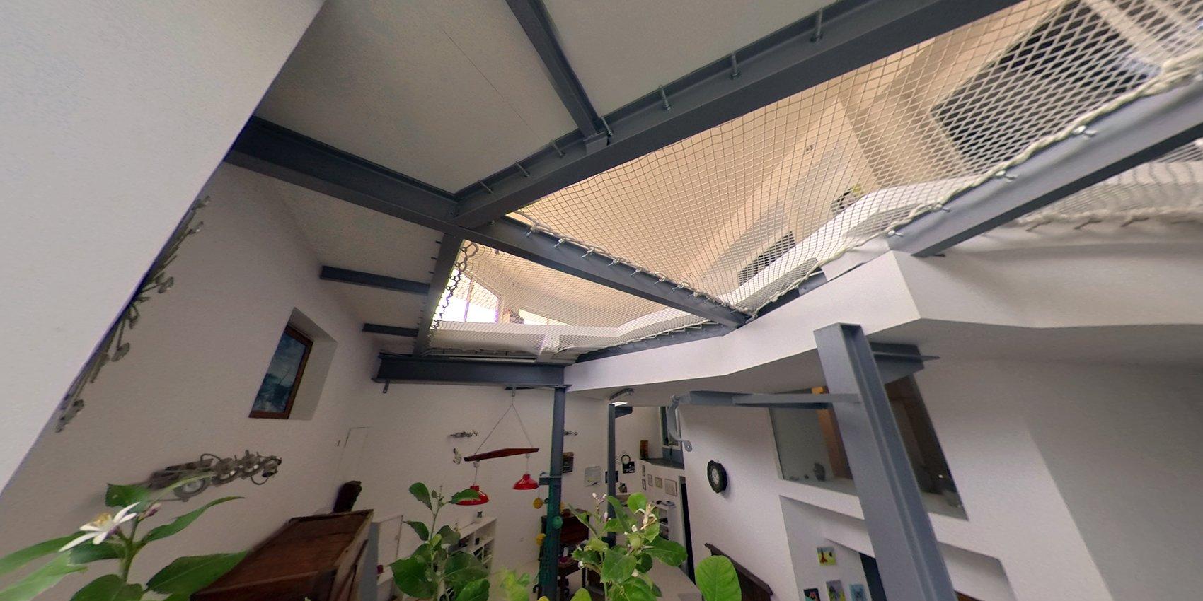 Bien atypique type loft rénové sur 1730 m² au calme