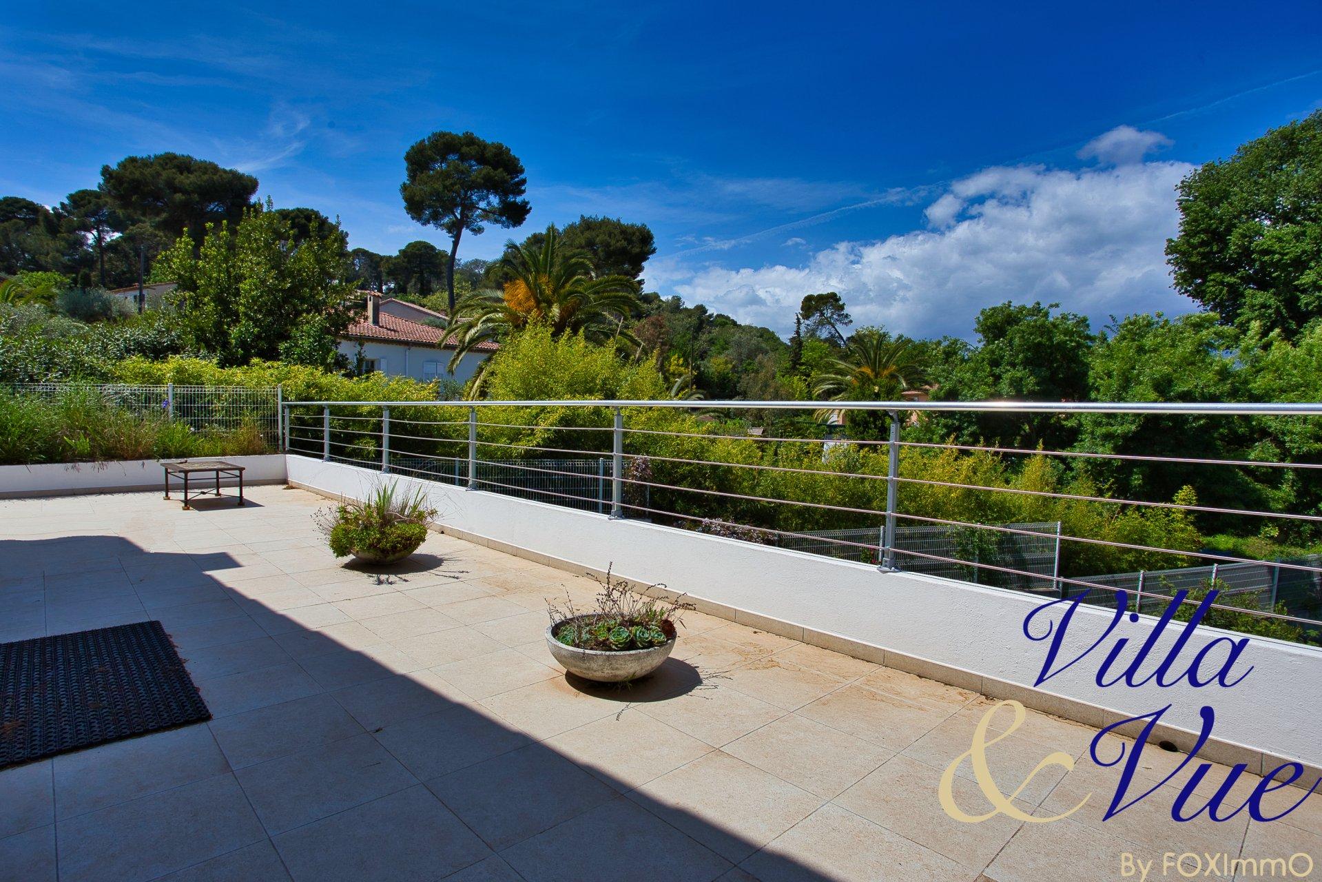 Французская Ривьера, между Ниццей и Каннами, красивая современная вилла 5P в абсолютном спокойствии,