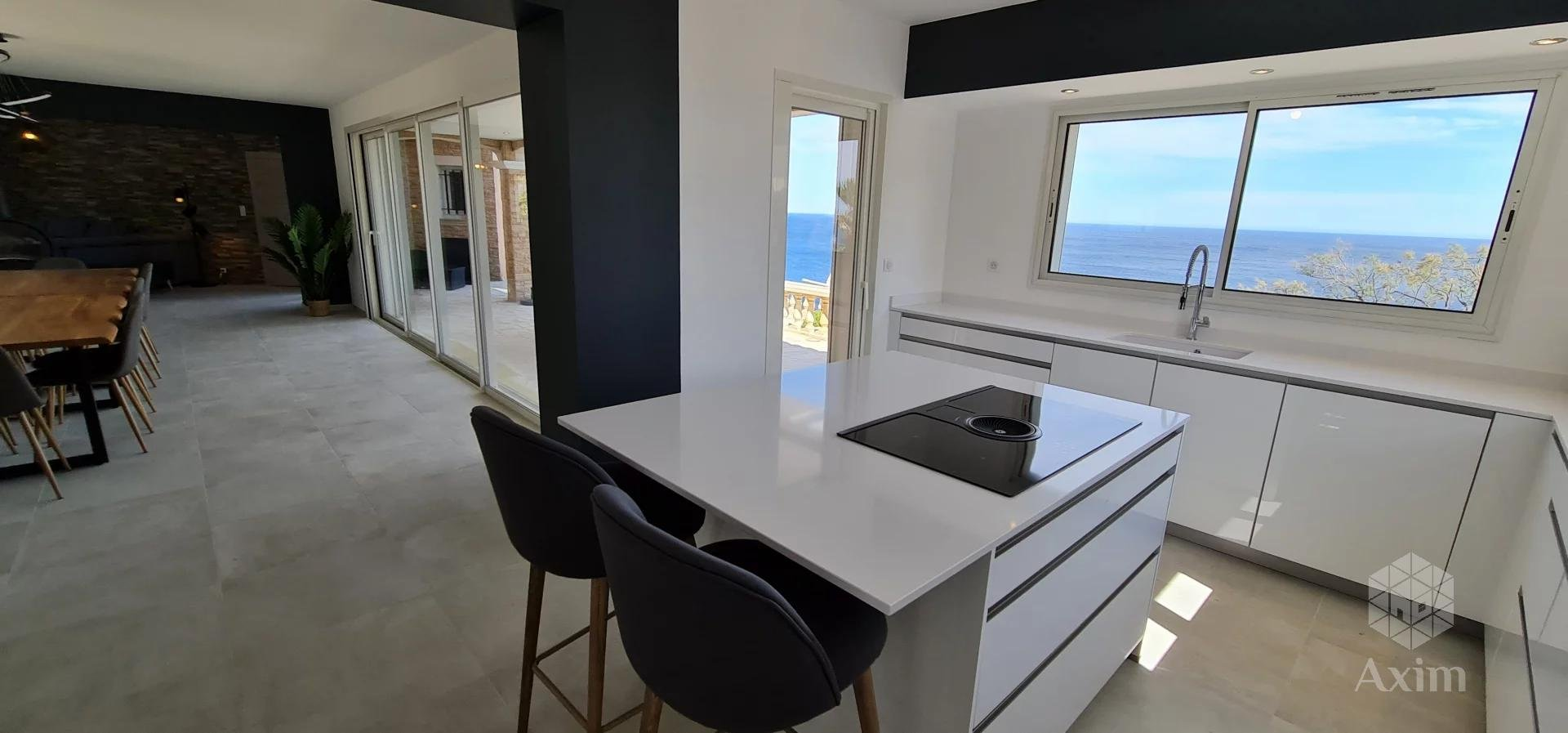Air-conditioned villa, 12 people, facing the sea, heated swimming pool, beach at 200 m