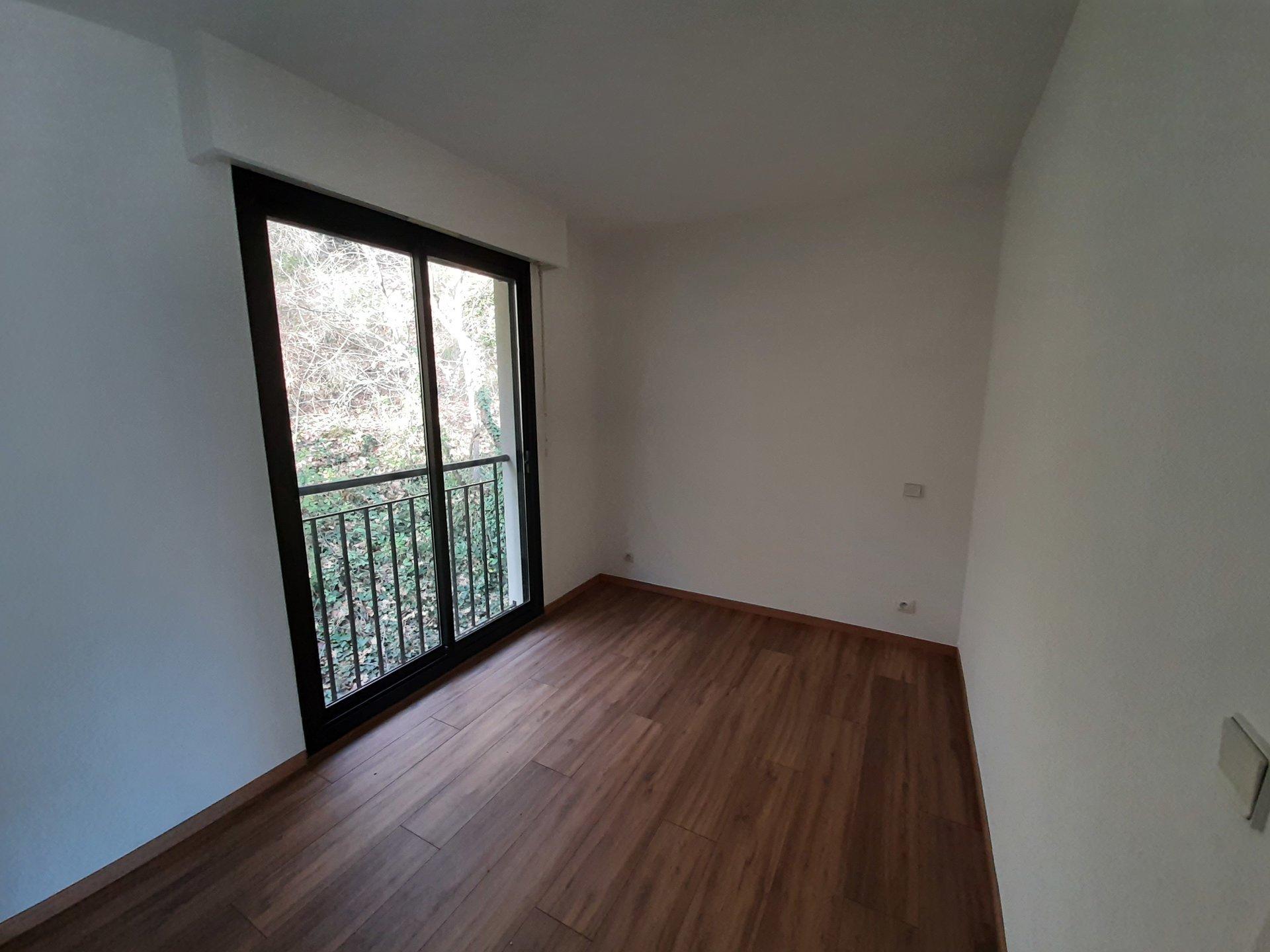 Superbe F4 en dernier étage avec une terrasse de 111m² et une vue epoustouflante