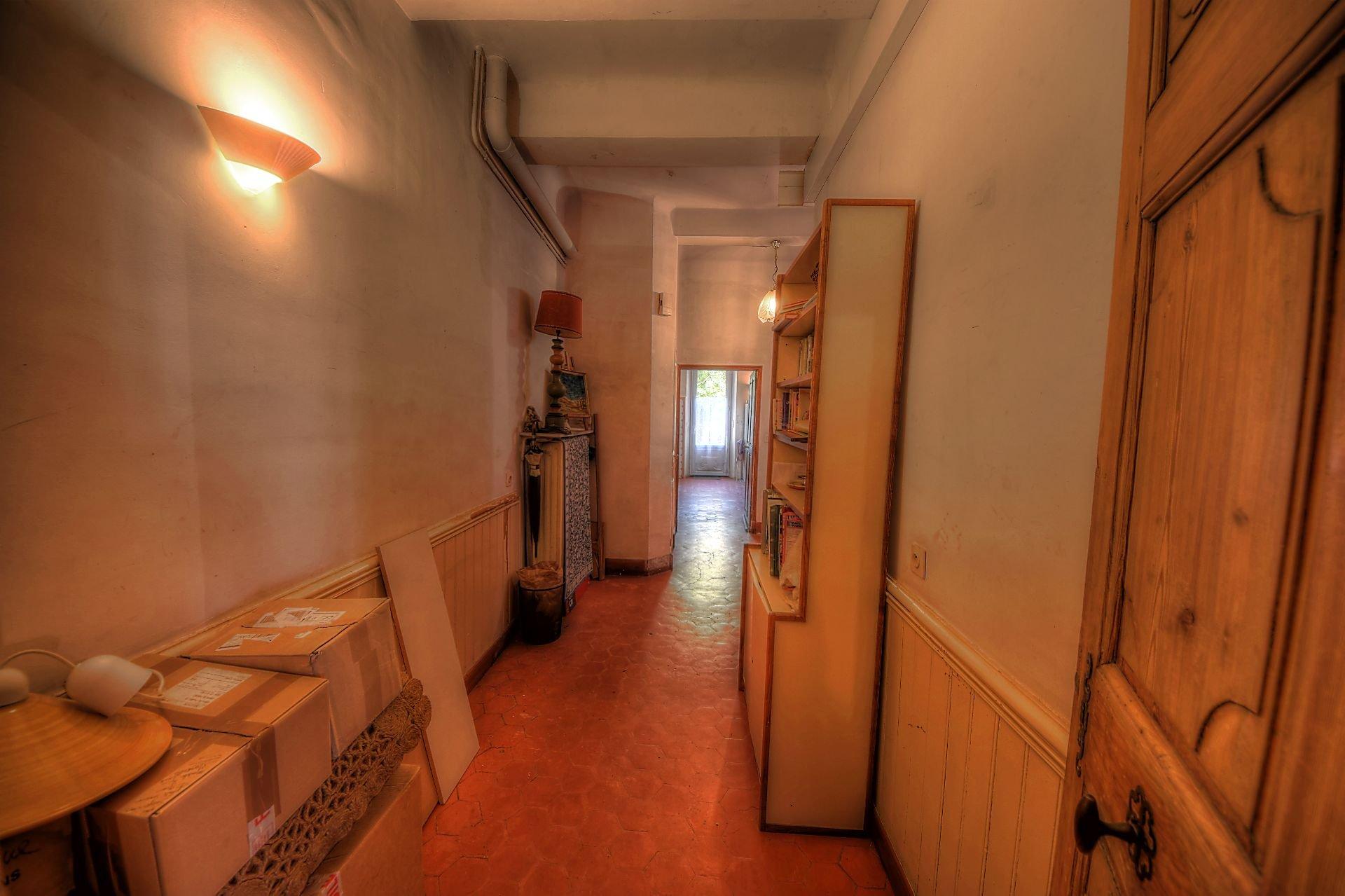 Couloir d'accès maison de maître Aups porte du Verdon