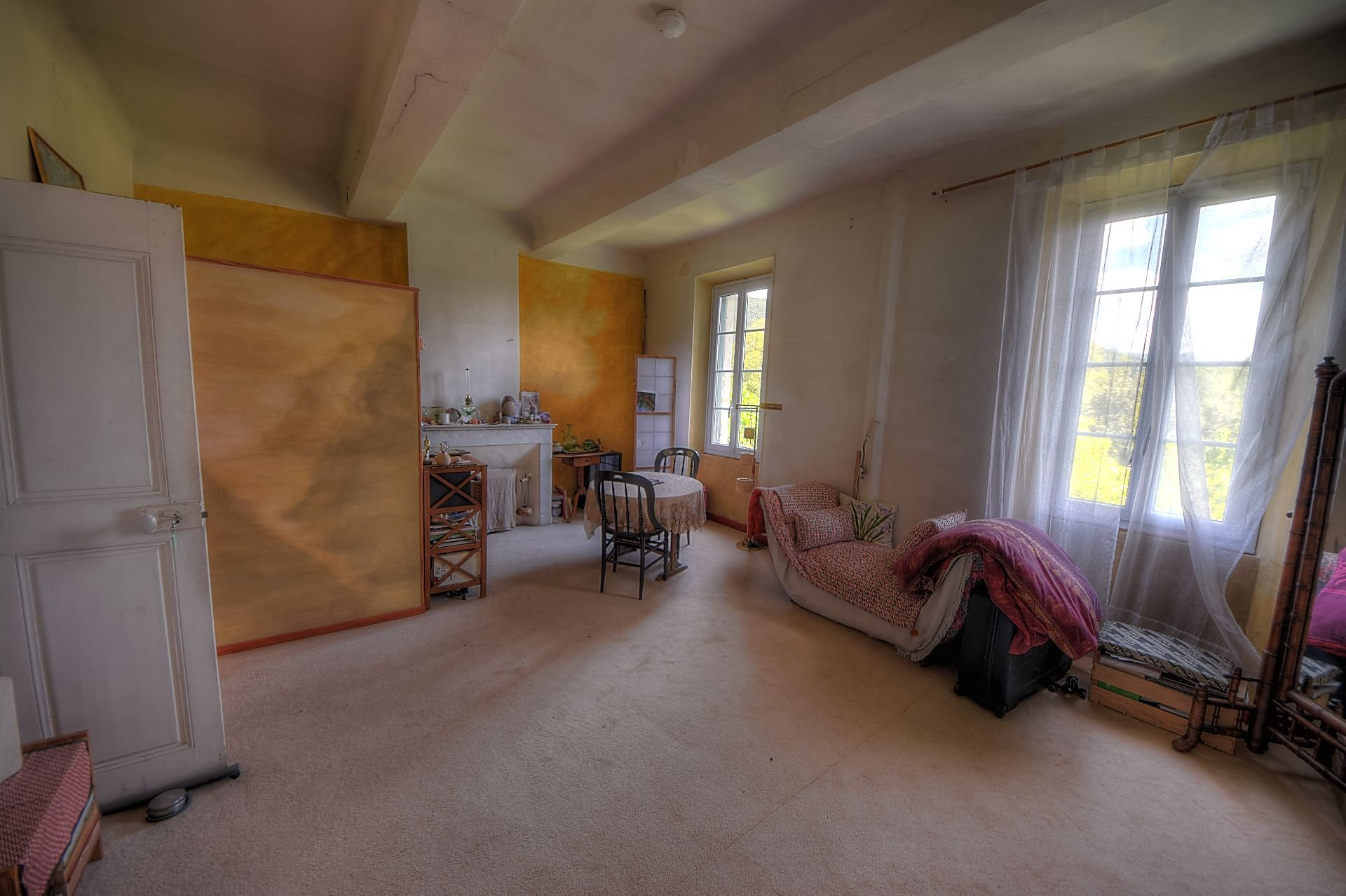 Suite parentale ou studio 1er étage maison de maître Aups