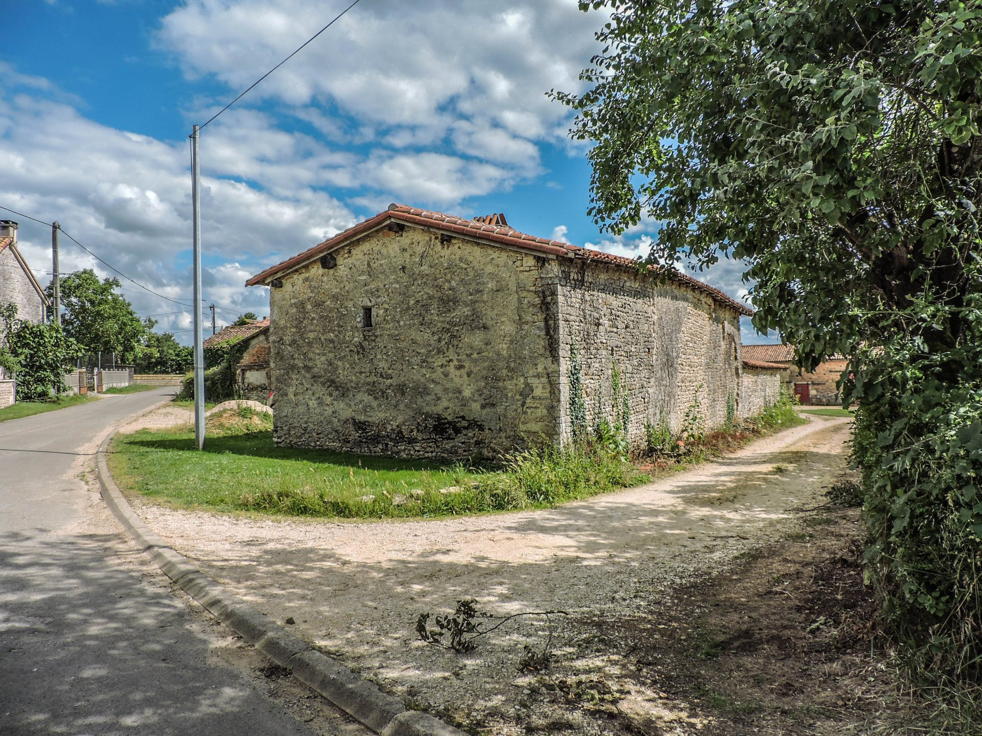 Traditional 15th century cottage for renovation