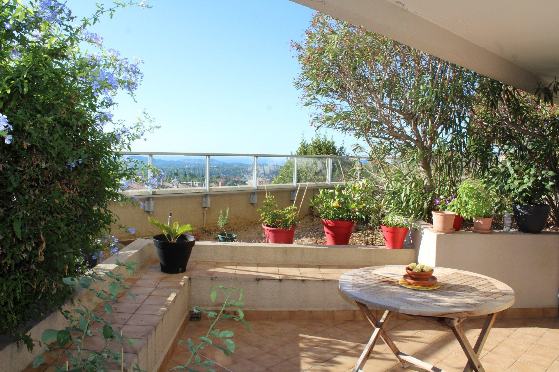 Grasse, proche cours H. Cresp, joli 2 pièces avec terrasse