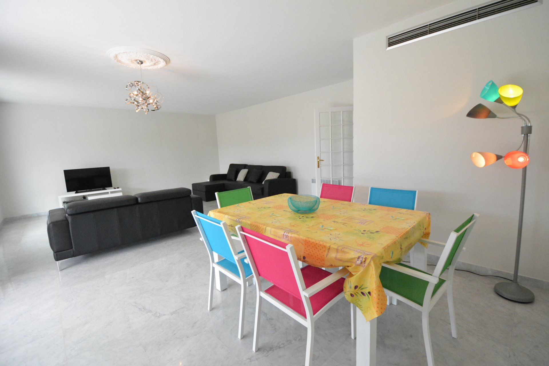 Четырехкомнатная квартира в аренду - Жуан ле Пен центр