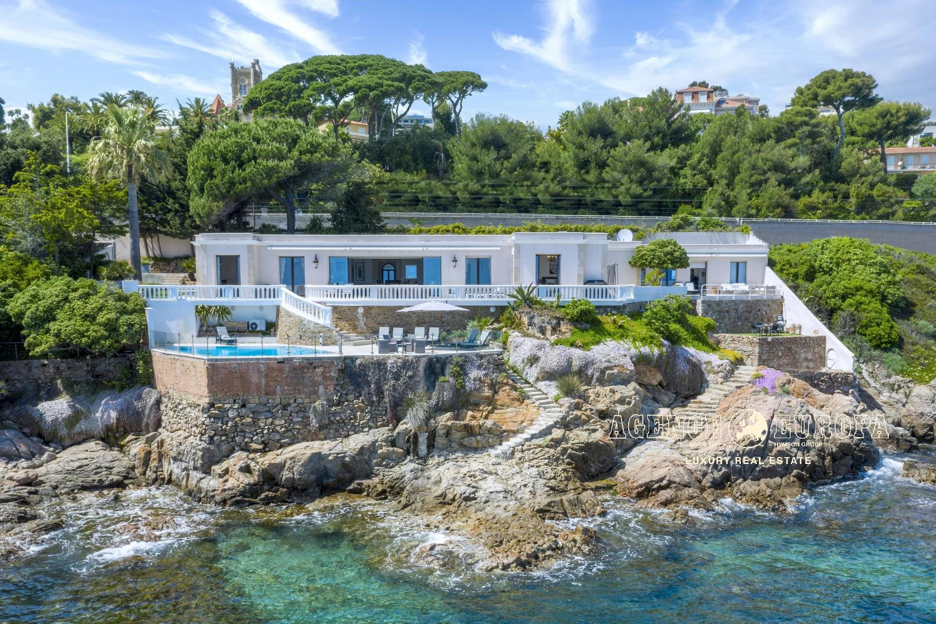 CANNES EXCEPTIONAL - VILLA RIGHT ON THE WATERFRONT