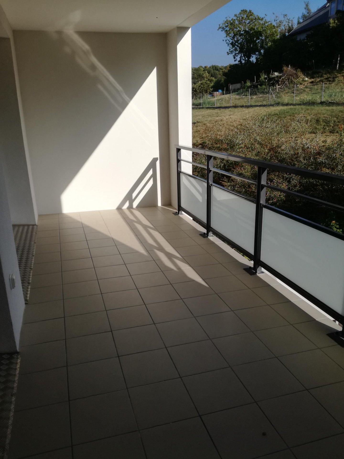 T4 récent lumineux avec balcon garage