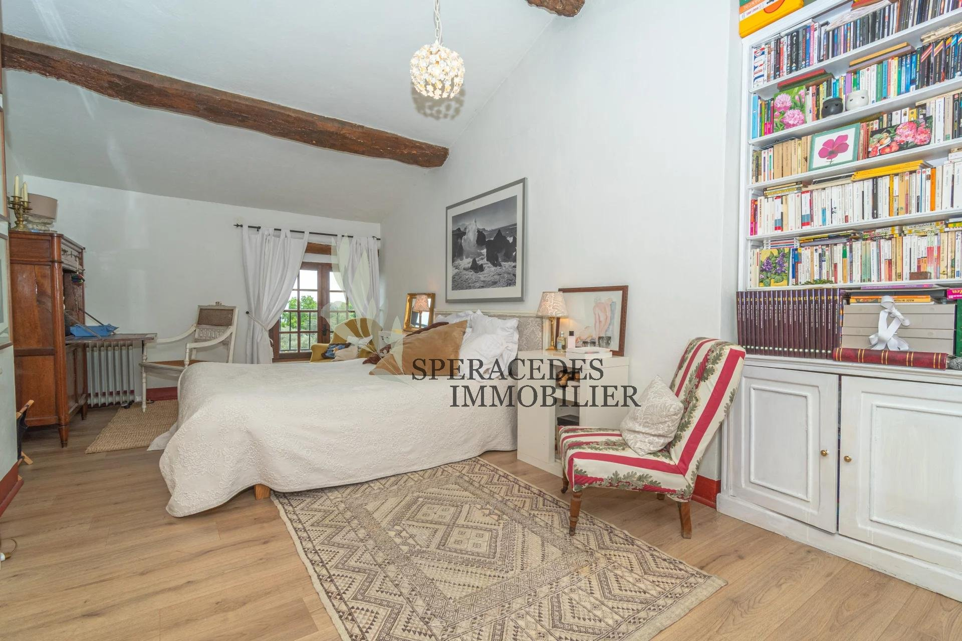 Spéracèdes - property located in the heart of the village